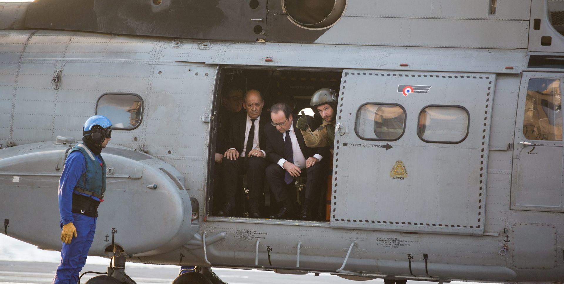 BORBA PROTIV IS-a: Hollande na francuskom nosaču zrakoplova u sirijskim vodama