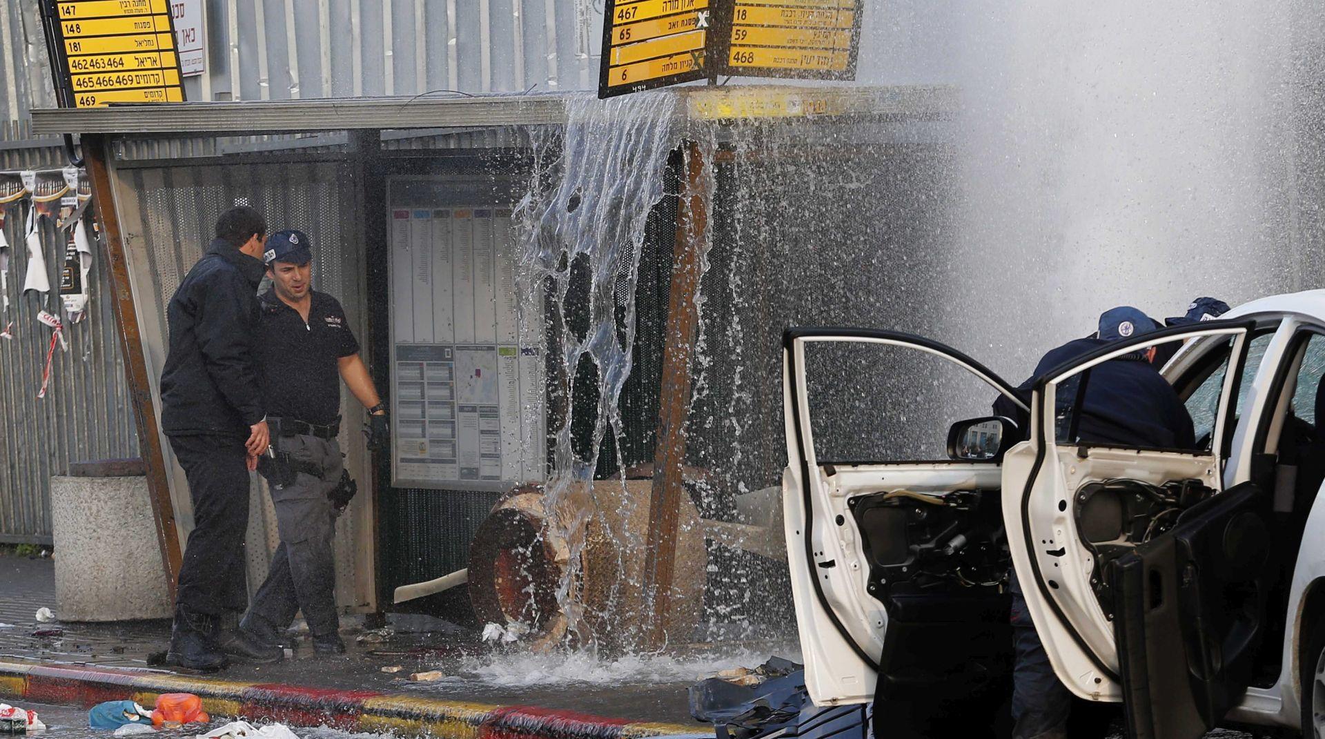 PROTUIZRAELSKI NAPAD AUTOMOBILOM: Napadač ubijen, 15 osoba ozljeđeno