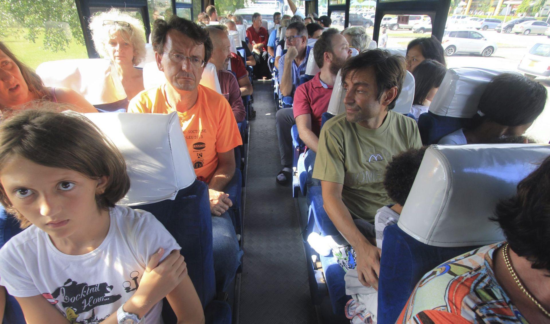 ANALIZA POKAZALA: U avionu sa 459 putnika i 14 članova posade pronađena bomba, putnici evakuirani