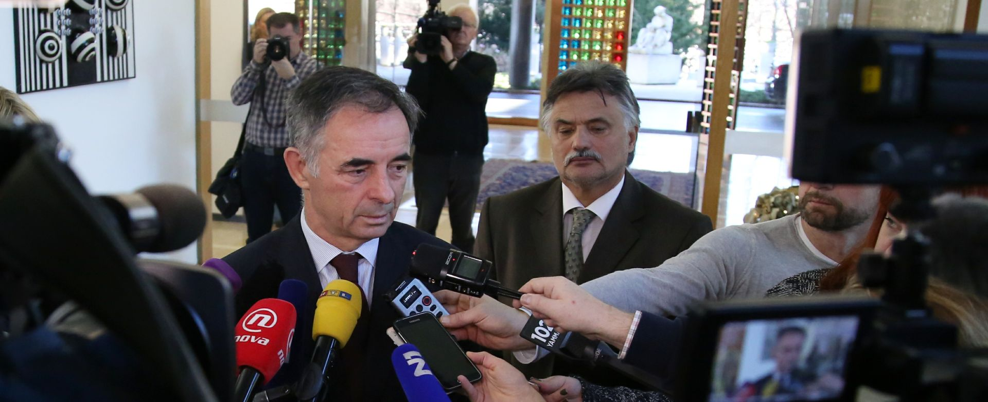 NITKO NEMA DOVOLJNO POTPISA: Na Pantovčaku počeo četvrti krug konzultacija o mandataru
