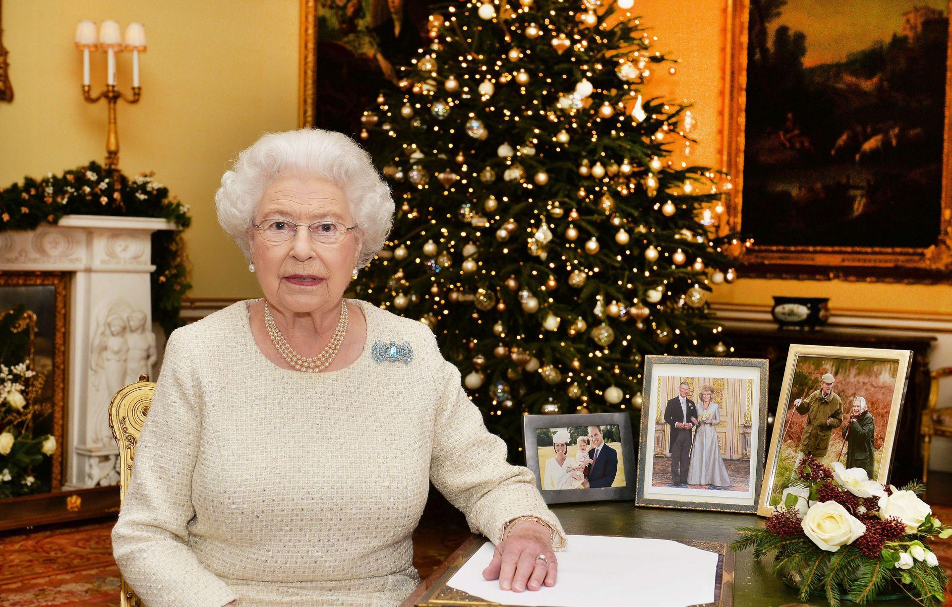 BOŽIĆNA PORUKA: Britanska kraljica istaknula važnost kršćanske vjere u teškim trenucima