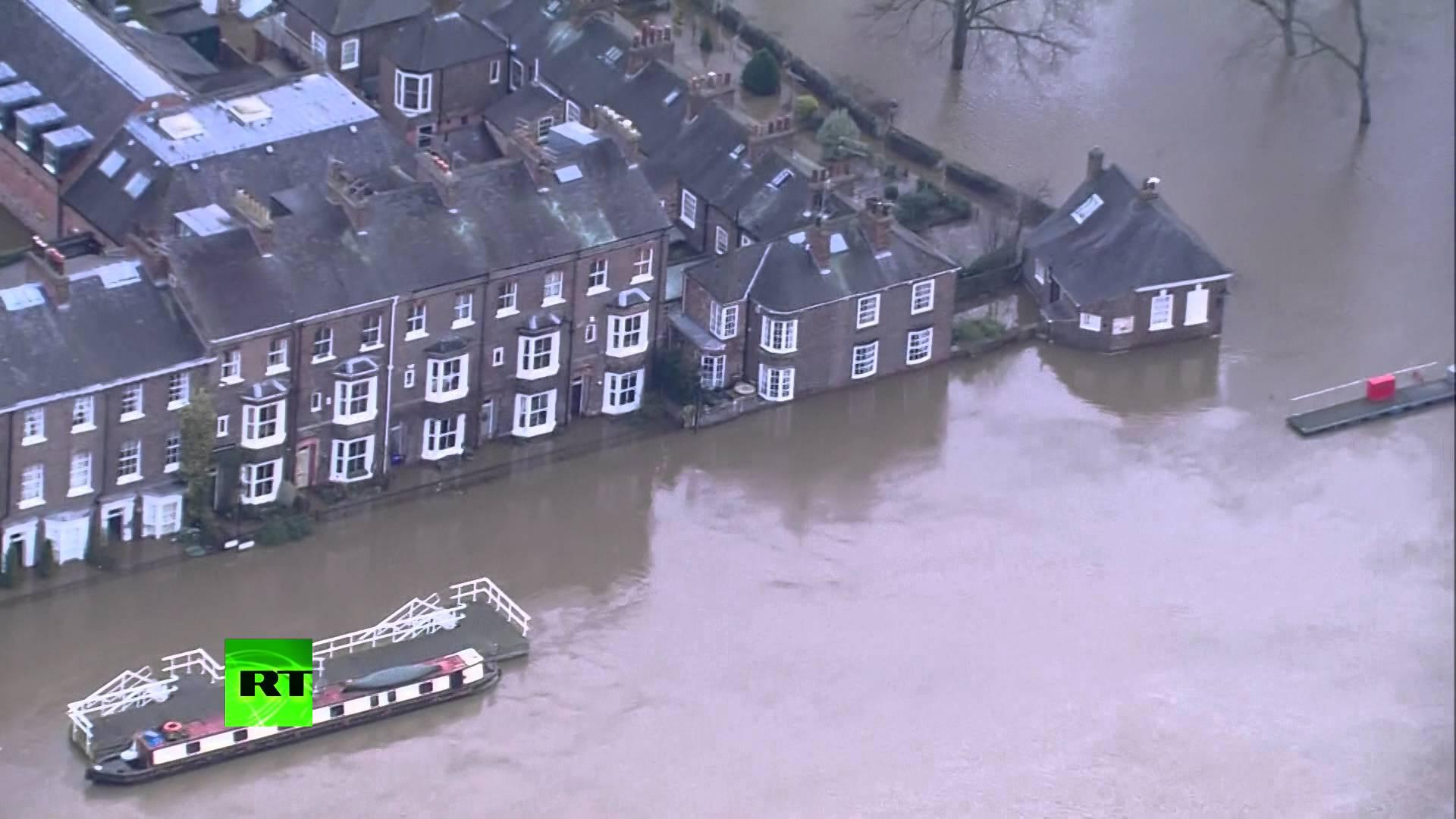 VIDEO: Poplava došla do engleskih gradova Yorka, Leedsa i Manchestera