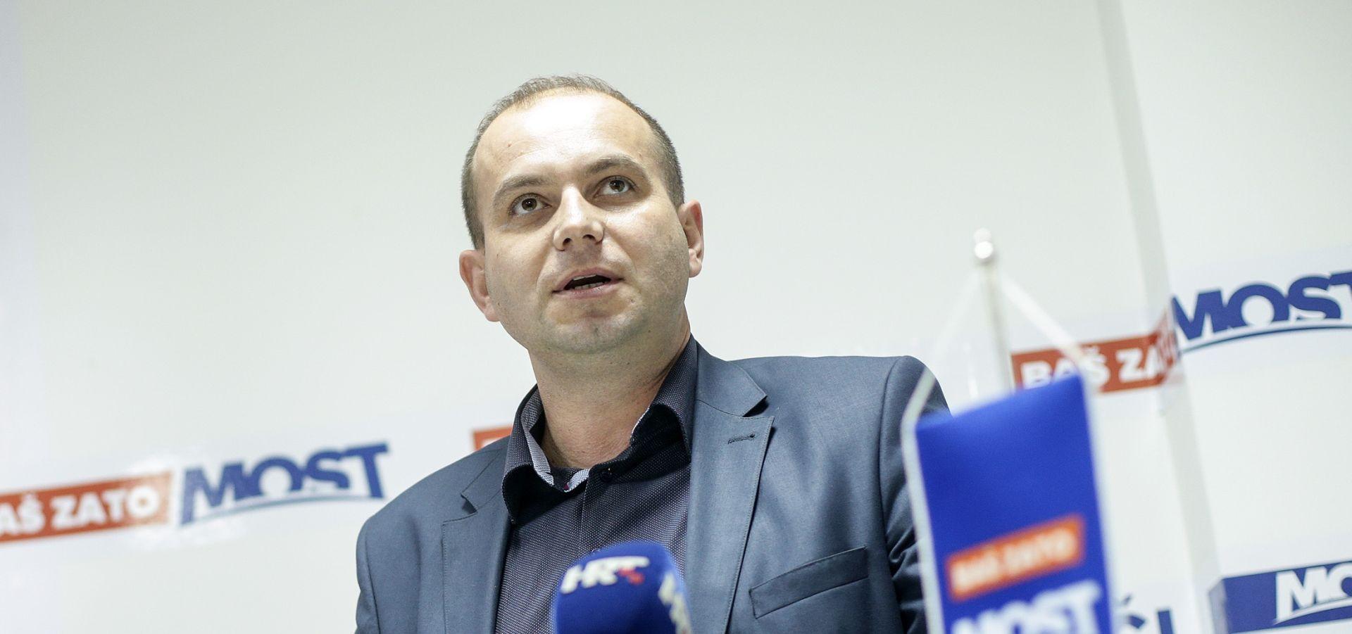 Šimić: Oreškovića je doveo HDZ misleći da se neće snaći u njegovim političkim igrama