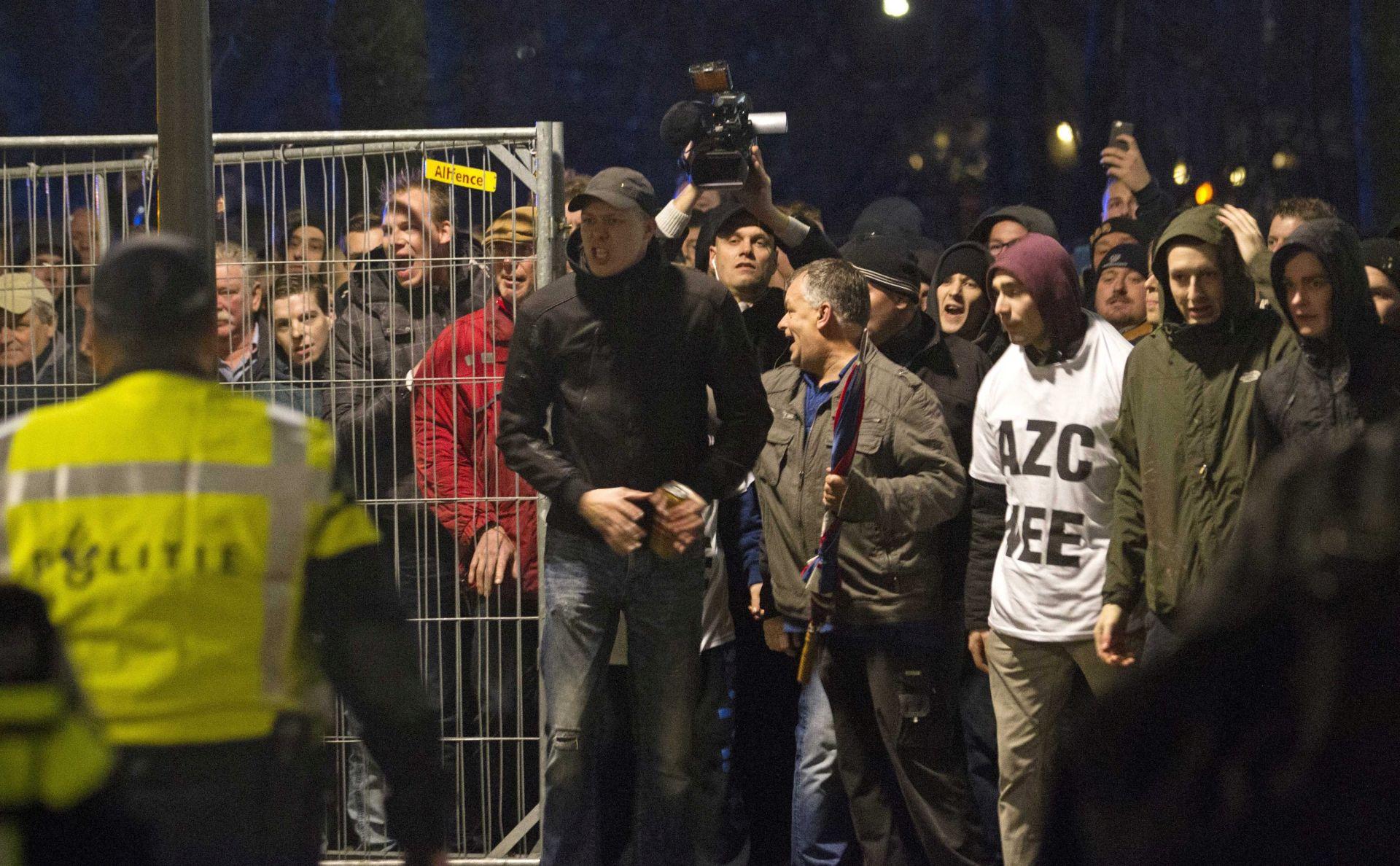 PROSVJEDNICI: Bijesni Nizozemci prekinuli sastanak o izgradnji izbjegličkog centra