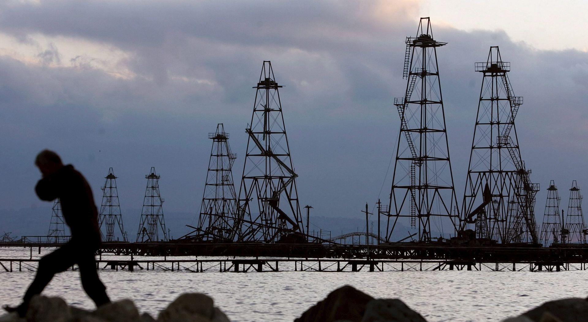 Iran Trumpa optužio za cijenu nafte od 100 dolara po barelu