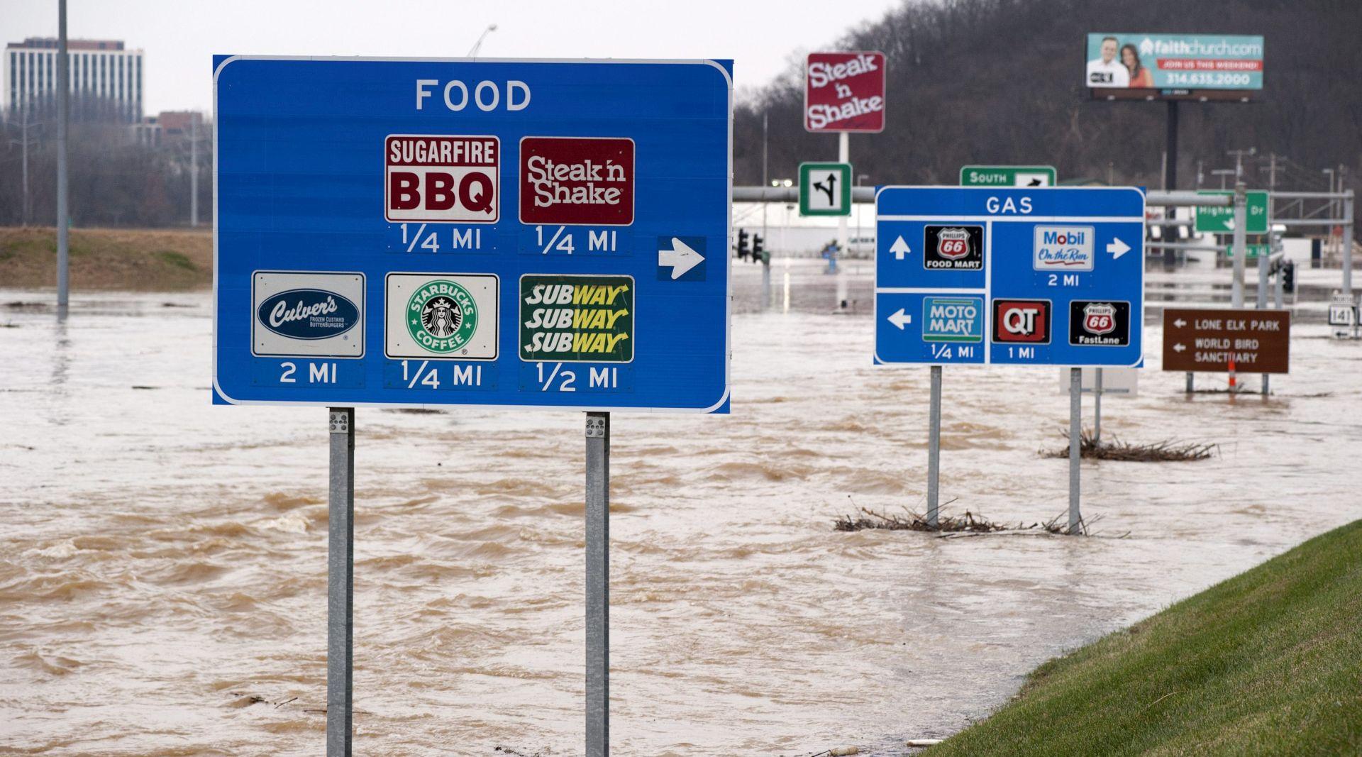 VREMENSKE NEPOGODE: Poplave u središnjoj Americi, vodostaj rijeka i dalje u porastu