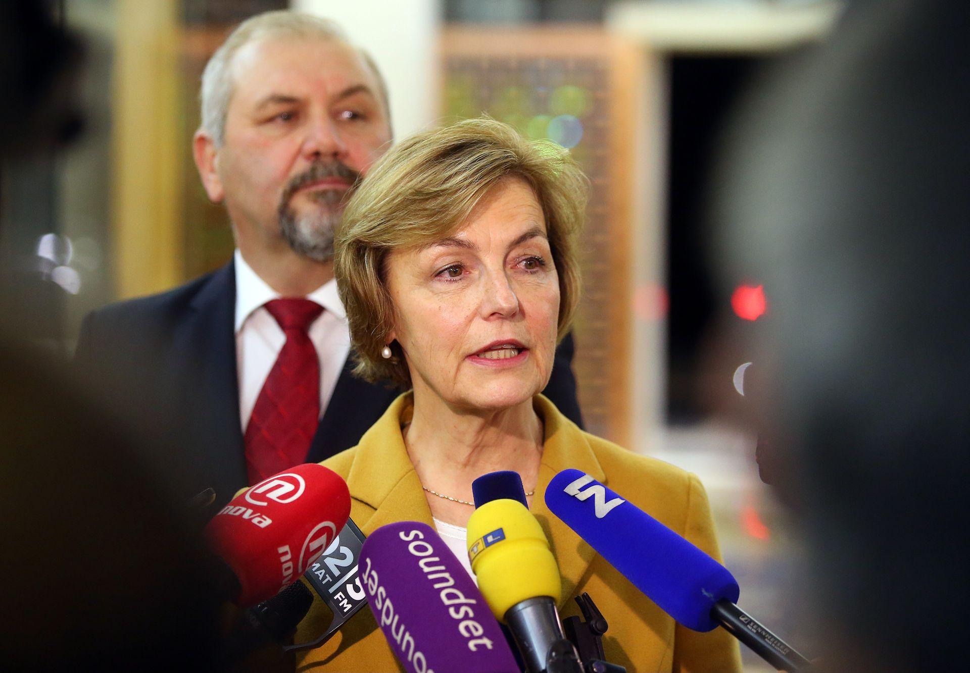 SAVJETI ZA NADZOR I ORGANIZACIJU: Pusić poziva Sloveniju da bolje postupa prema migrantima