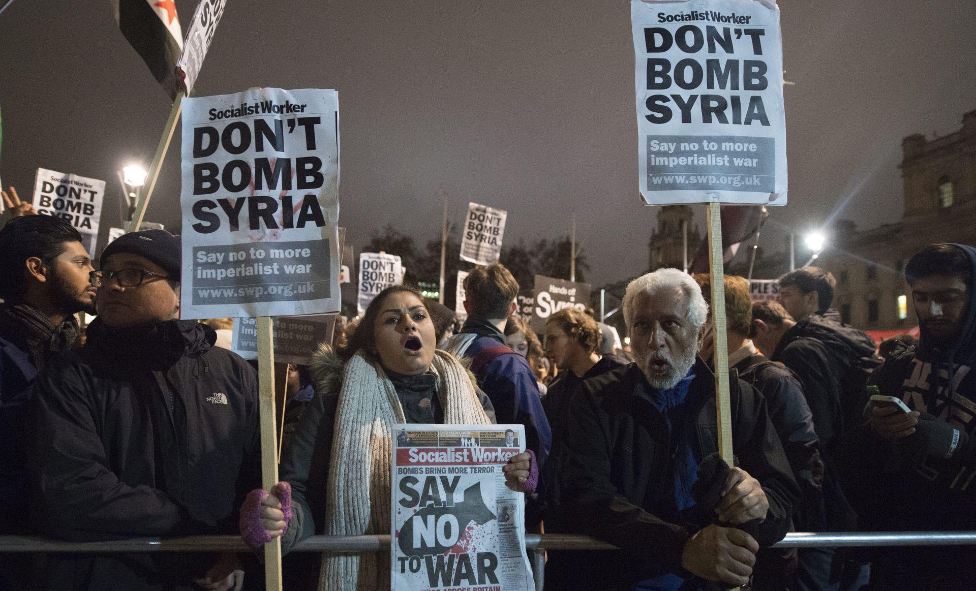 ZRAČNI NAPADI: U Siriji ubijeno najmanje 26 civila, vjerojatno odgovorna koalicija