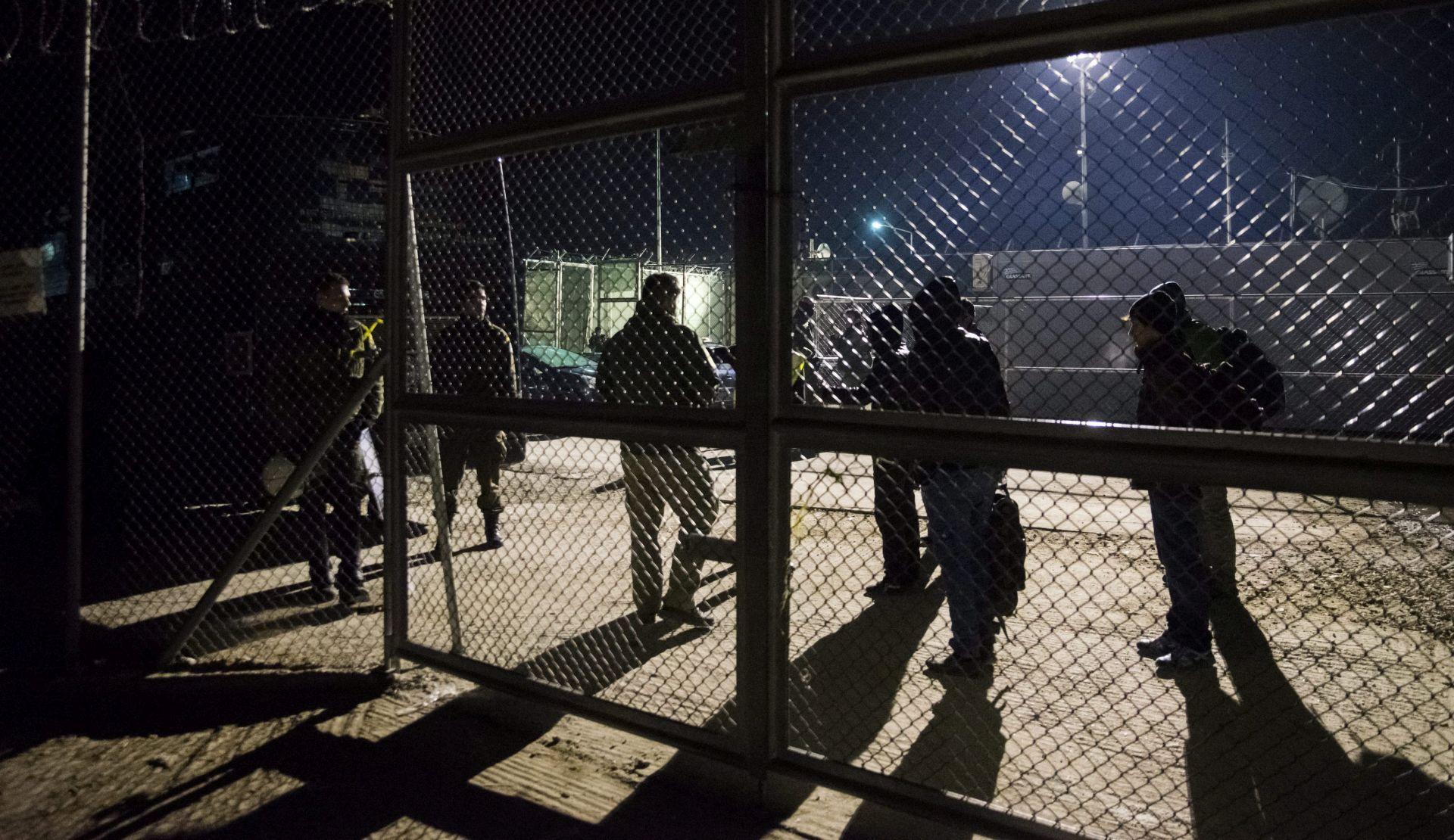 CARDIFF: Ukinute narukvice za azilante