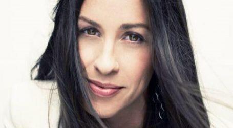 Alanis Morissette slavi mjesec dojenja