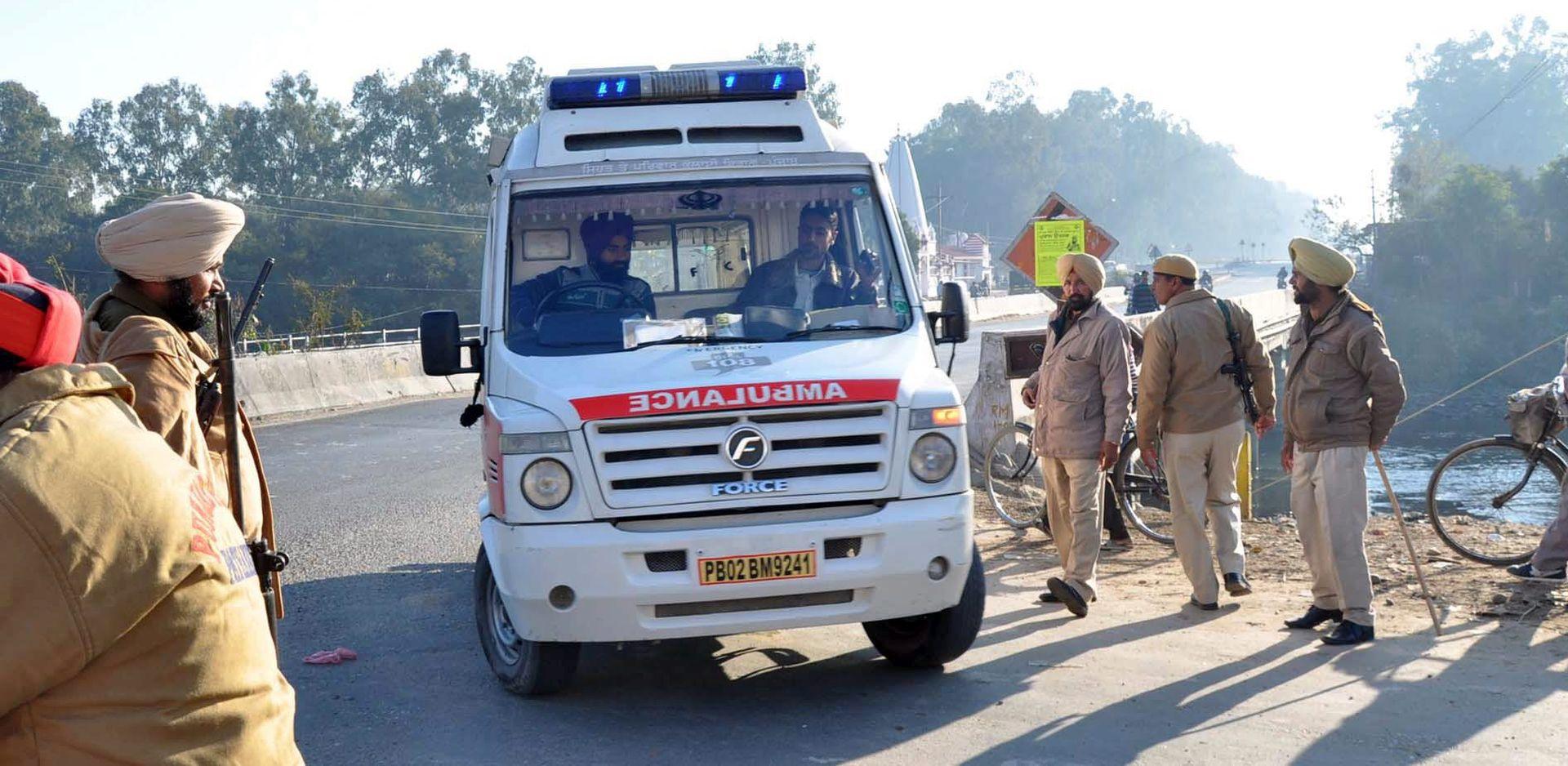 Pakistan: 16 mrtvih pri padu autobusa u provaliju