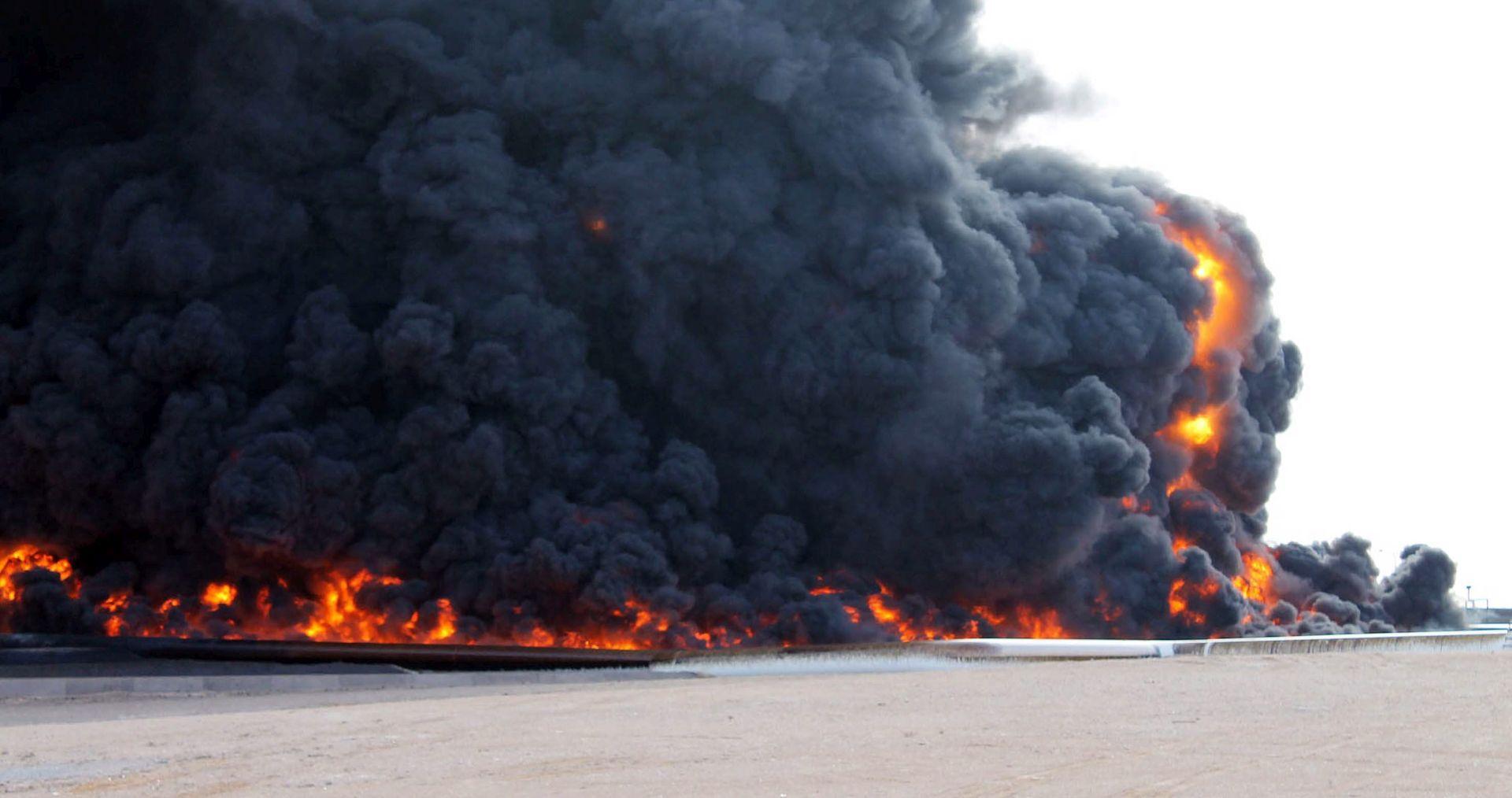 SAD: Zračni napadi smanjili IS-u prihode od nafte za 30 posto