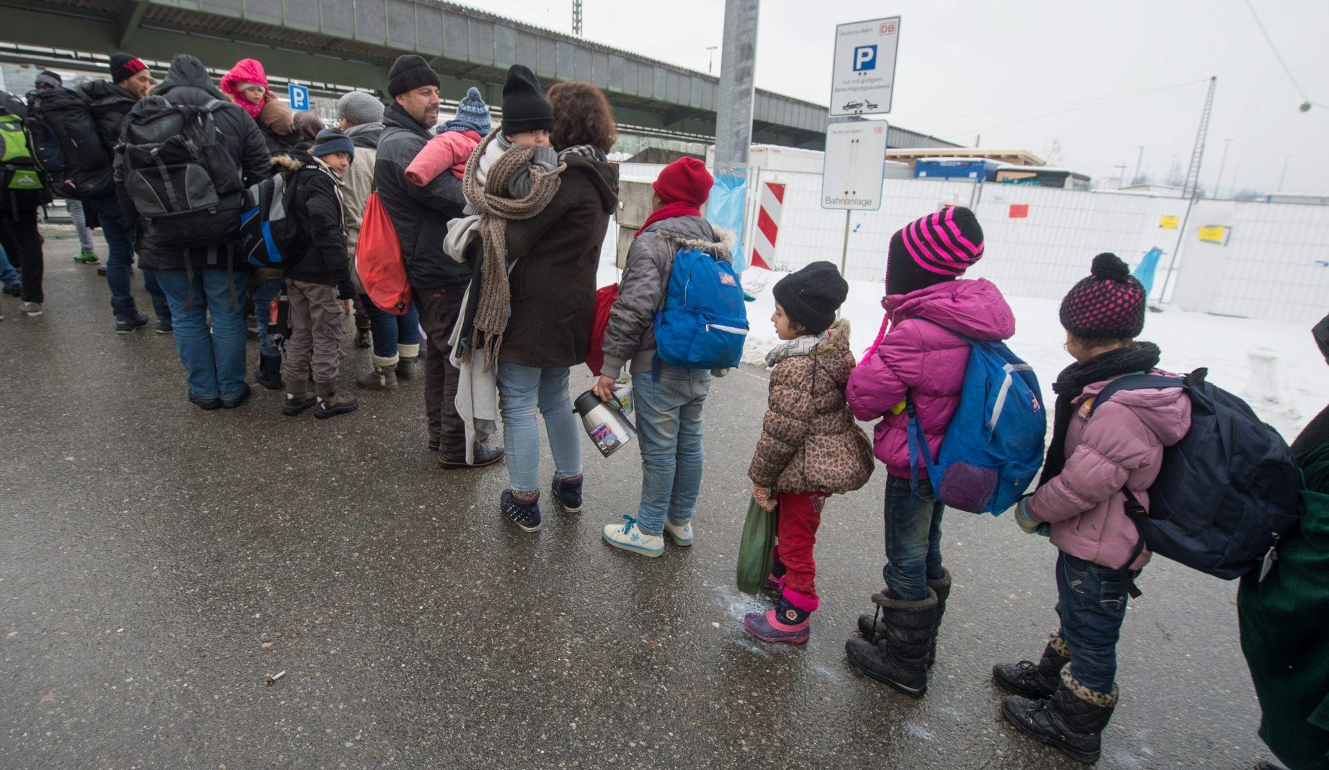 RAZOČARANI ŽIVOTOM U NJEMAČKOJ? Izbjeglice dobrovoljno i prisilno napuštaju Njemačku