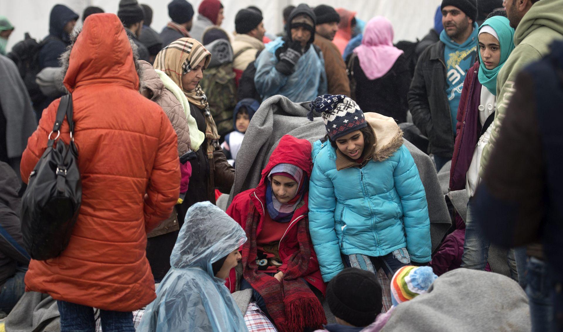 Njemačka vraća stotine migranata dnevno prema Austriji