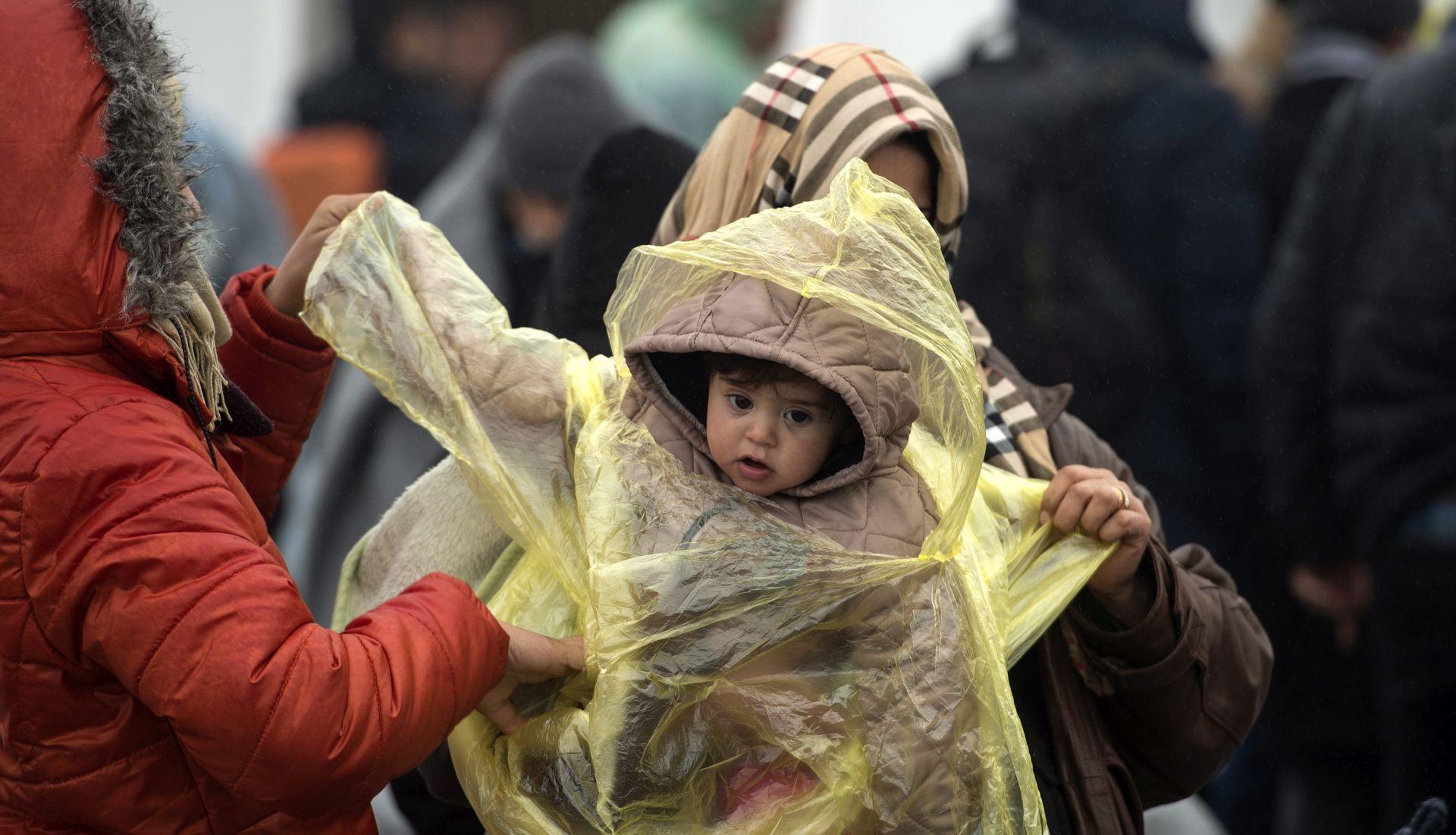 'STANJE JE OČAJNO' UNICEF UPOZORAVA Hladnoća prijeti djeci izbjeglicama na Balkanu