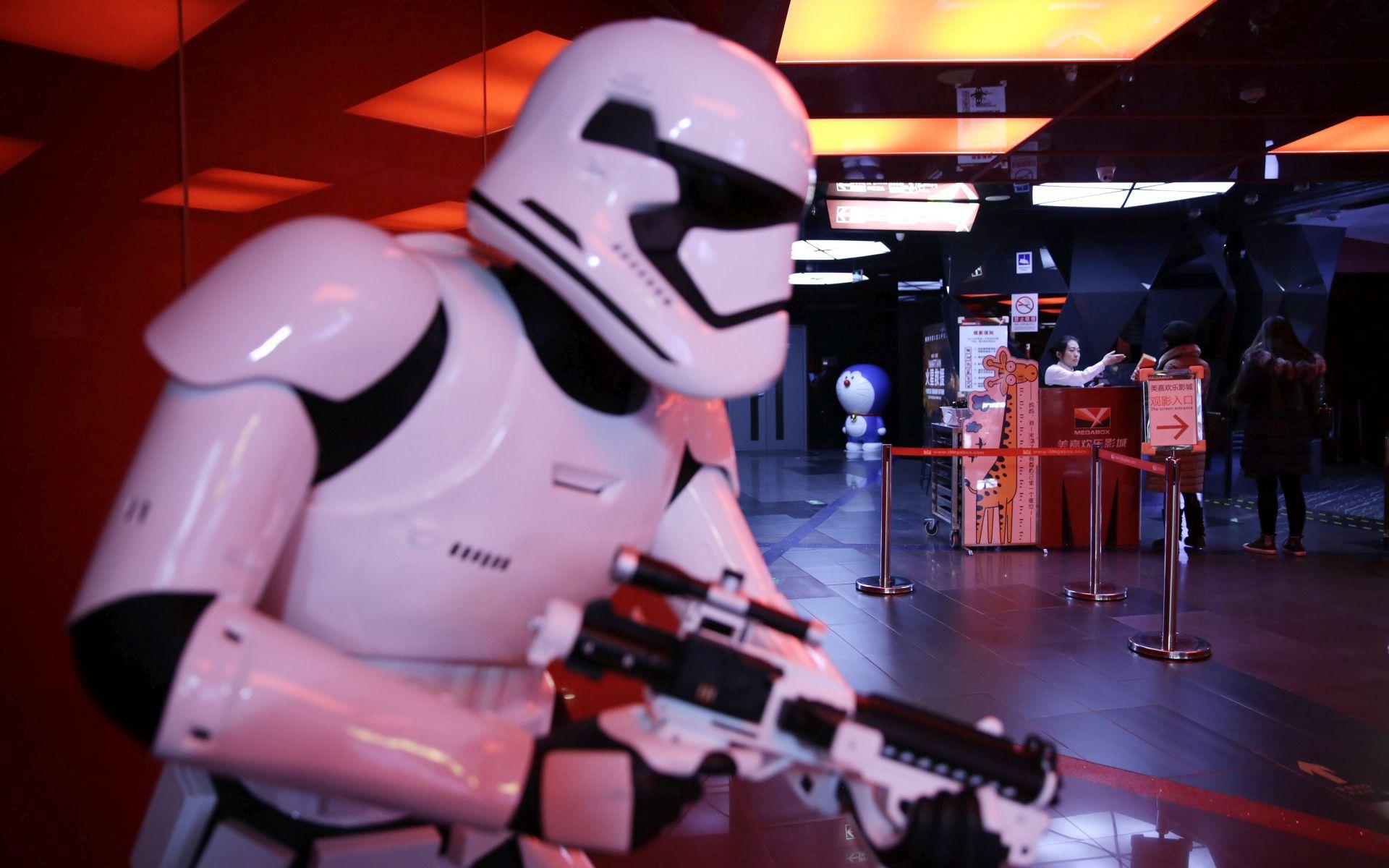 PREPRAVLJA SE SCENARIJ? Disney odgodio premijeru osmog nastavka 'Ratova zvijezda'