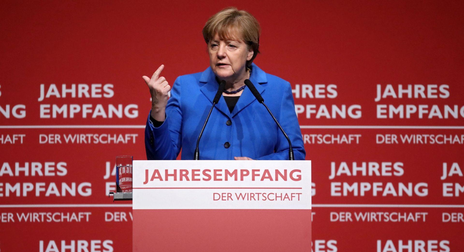 Merkel pod novim pritiskom nakon napada na strance