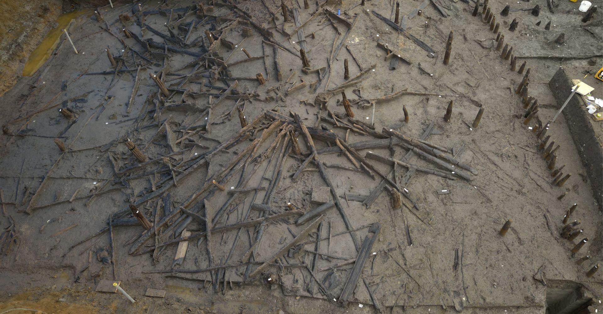 'BRITANSKI POMPEJI' Arheolozi pronašli nastambe iz brončanog doba u Cambridgeshireu