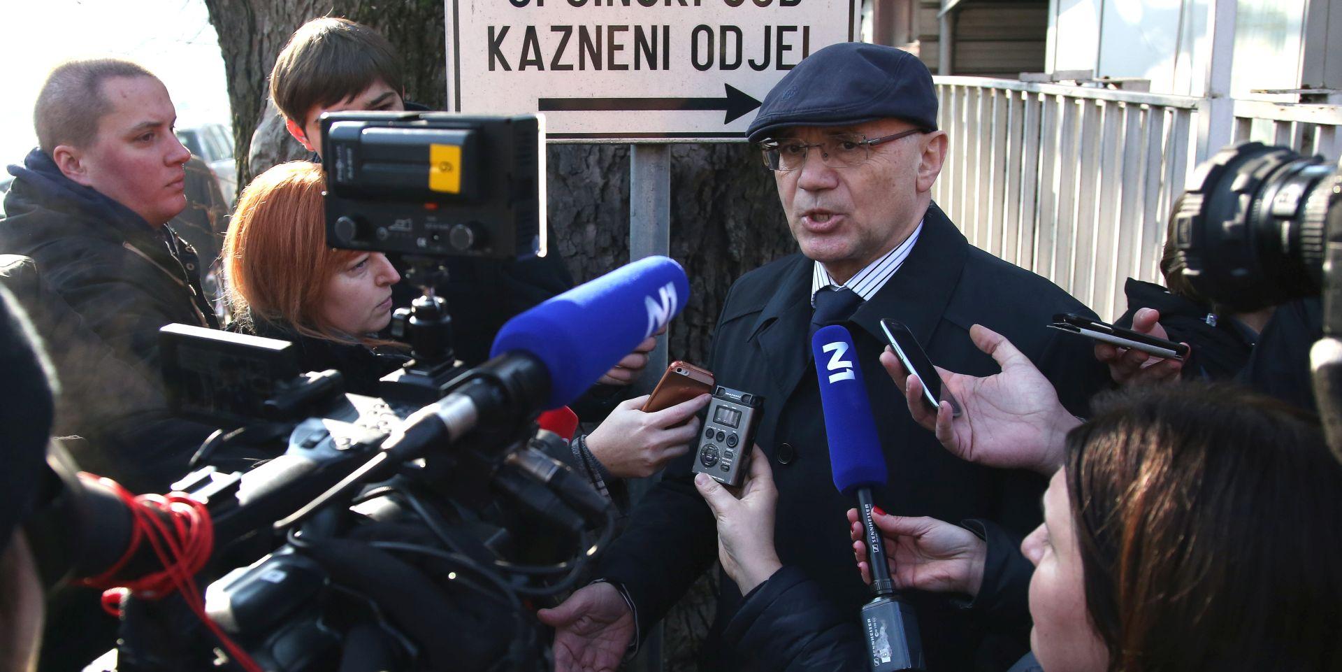Veljko Miljević, odvjetnik Tomislava Karamarka tijekom izjave za medije. foto HINA/ Lana SLIVAR DOMINIĆ