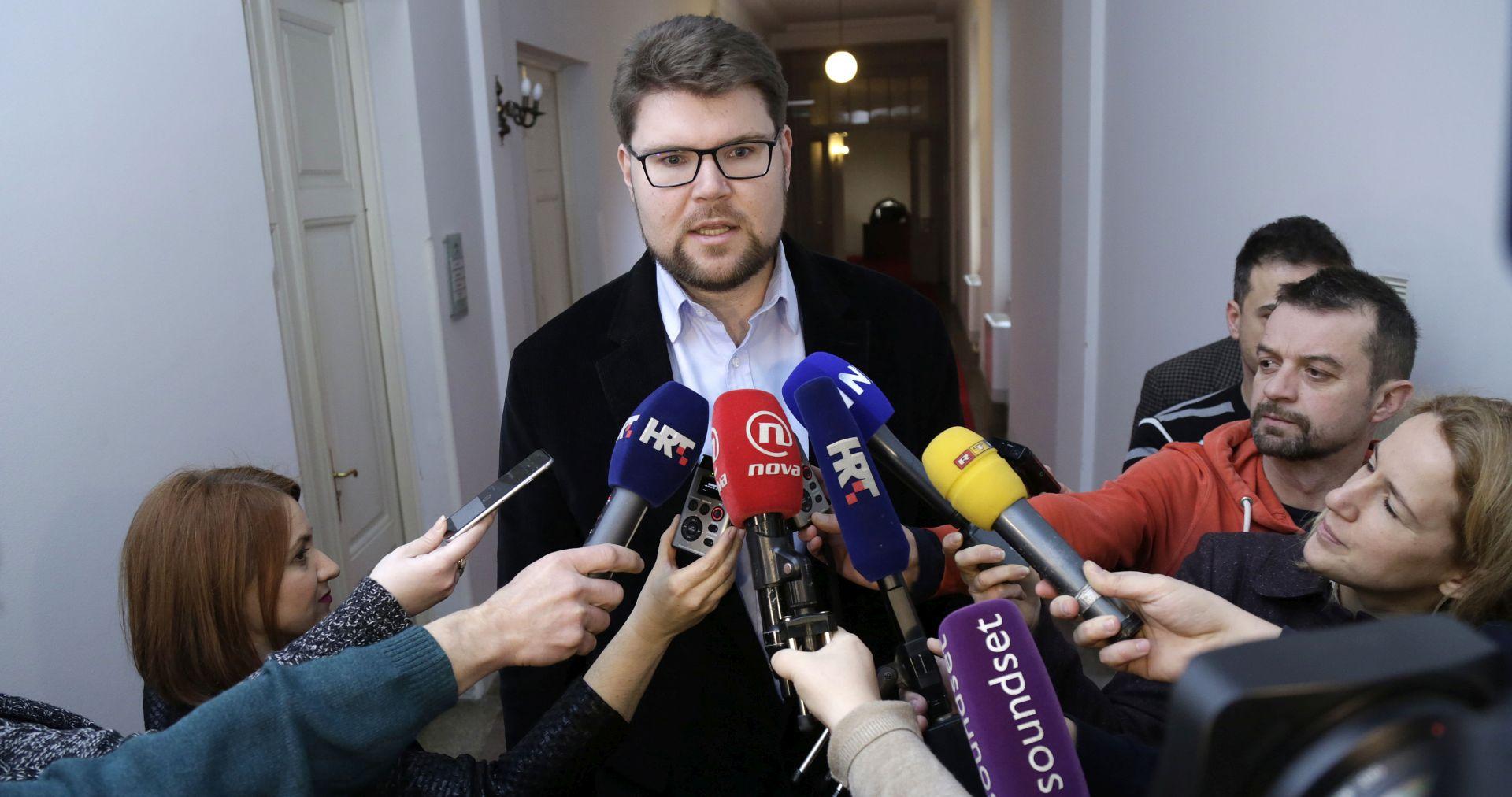 Grbin: Tihomir Orešković nema nikakvu kontrolu nad time tko mu ulazi u vladu i tko iz nje izlazi