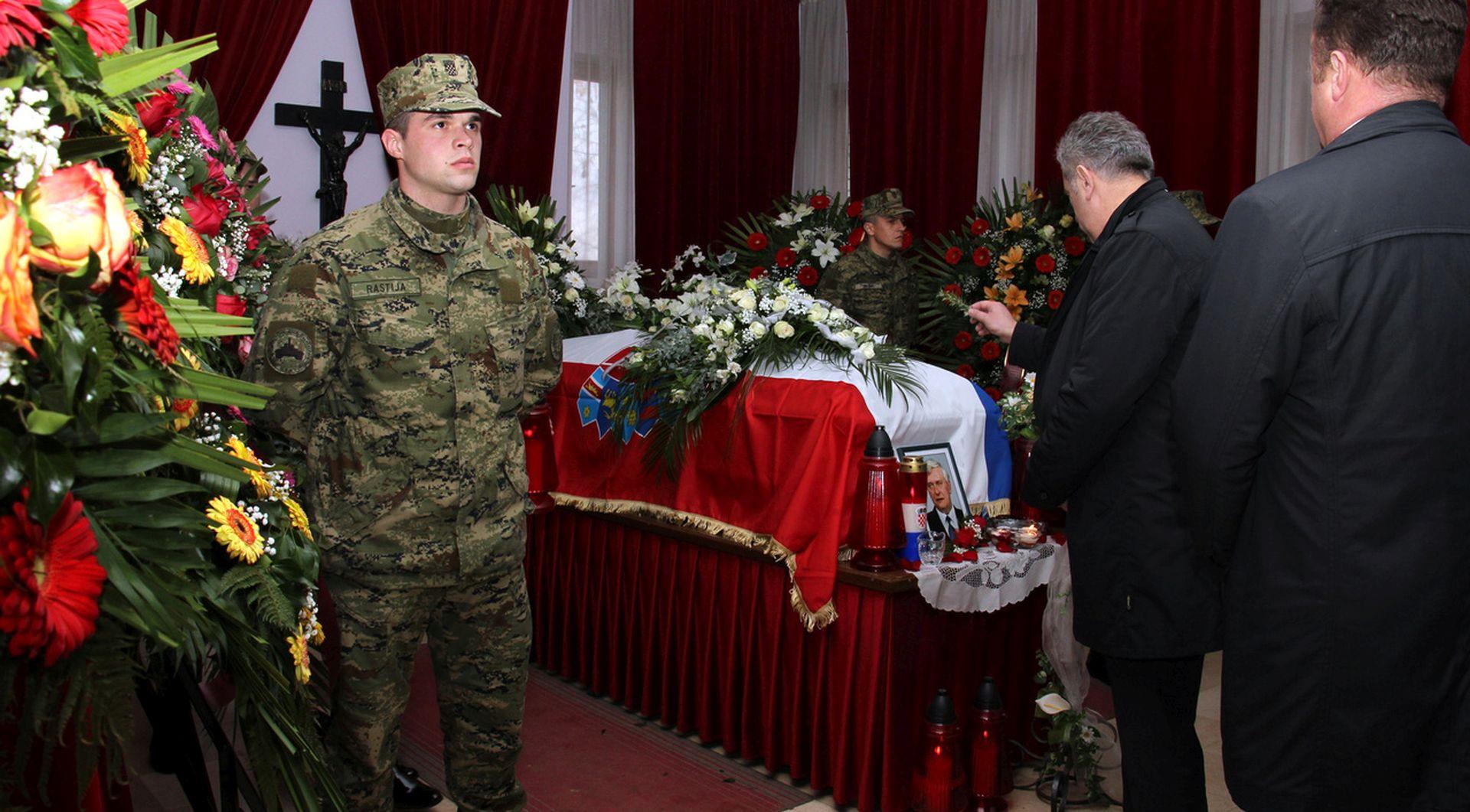 Prijatelji i kolege iz HSS-a te drugih stranaka oprostili se od Josipa Friščića