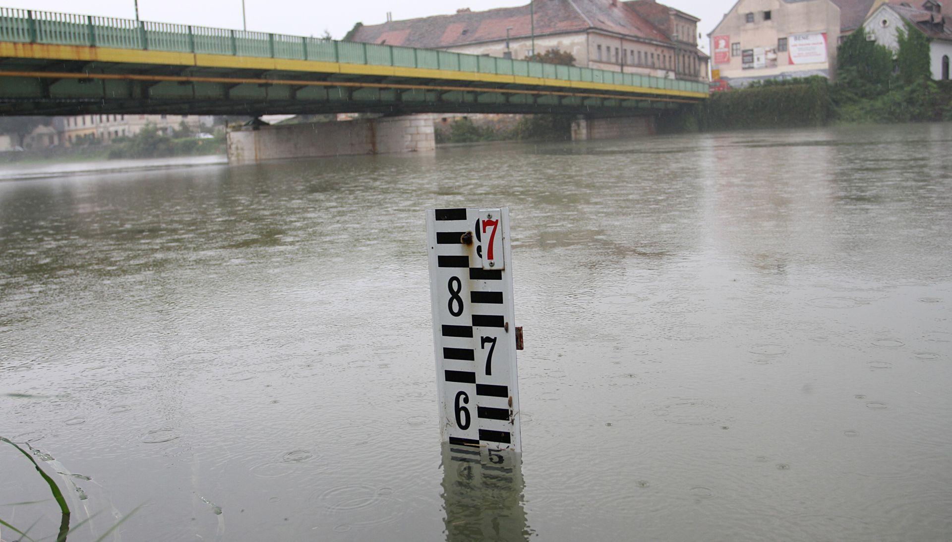 Na rijeci Kupi kod Karlovca mjerodavne službe u pripravnosti