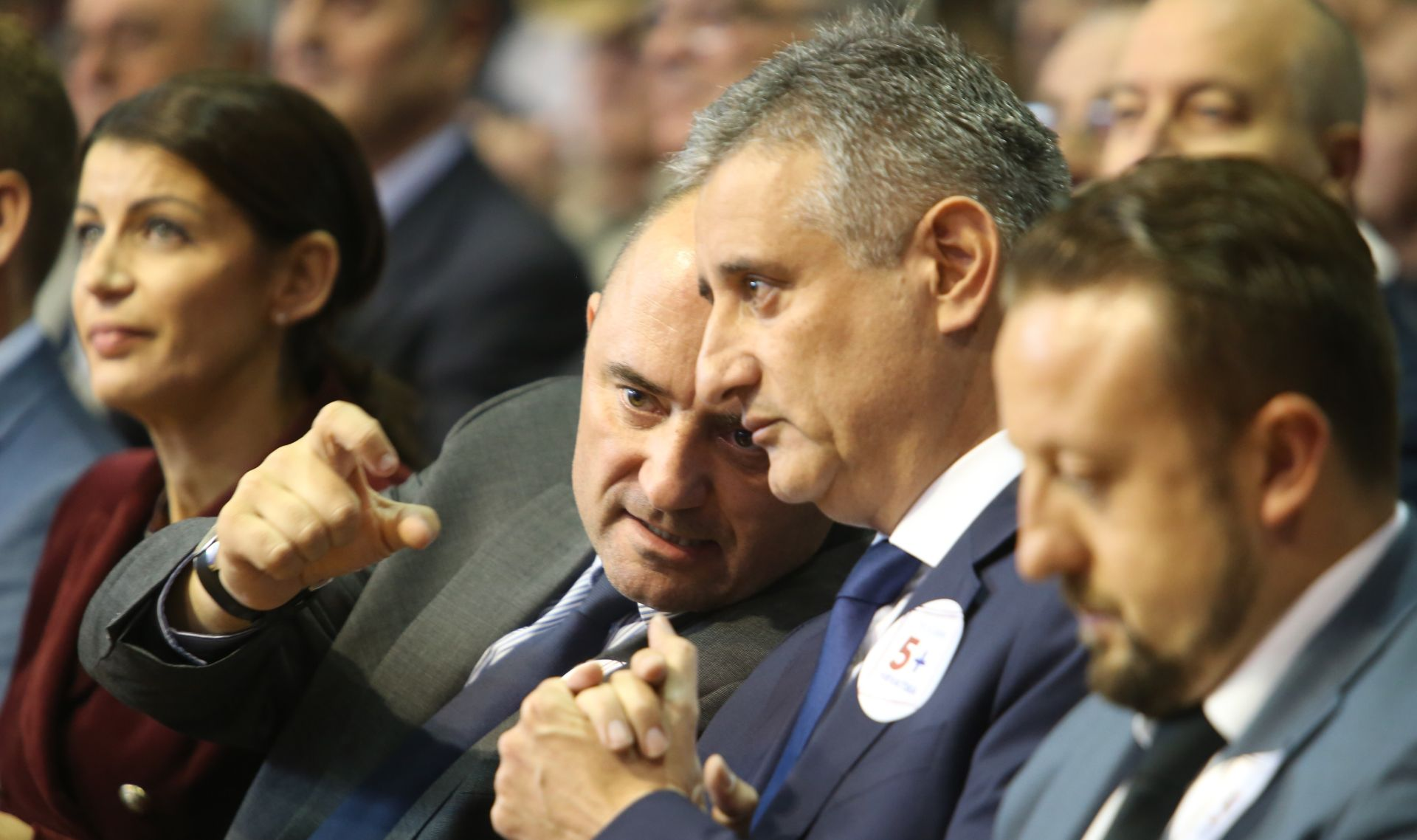 """BRKIĆ I KARAMARKO NA FACEBOOKU """"Počelo je sretnije vrijeme za sve građane Hrvatske"""""""