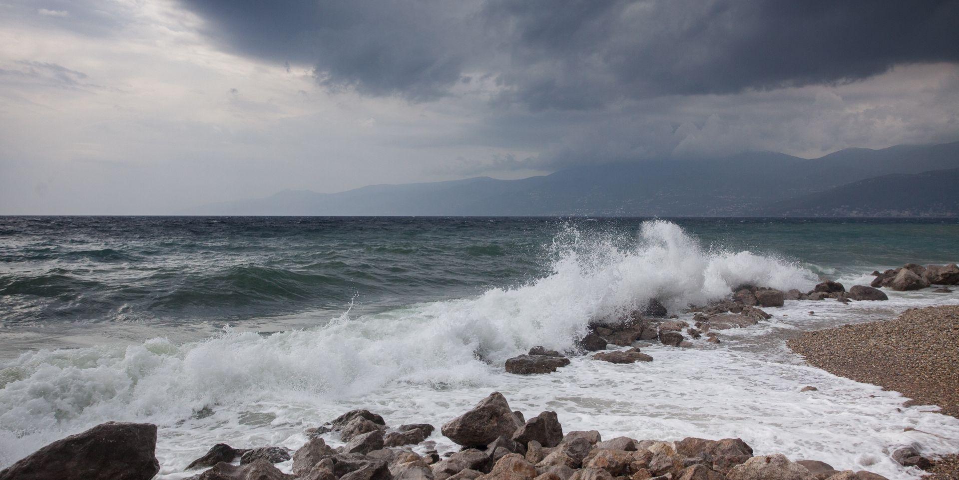 HAK Olujni vjetar stvara probleme u cestovnom i pomorskom prometu