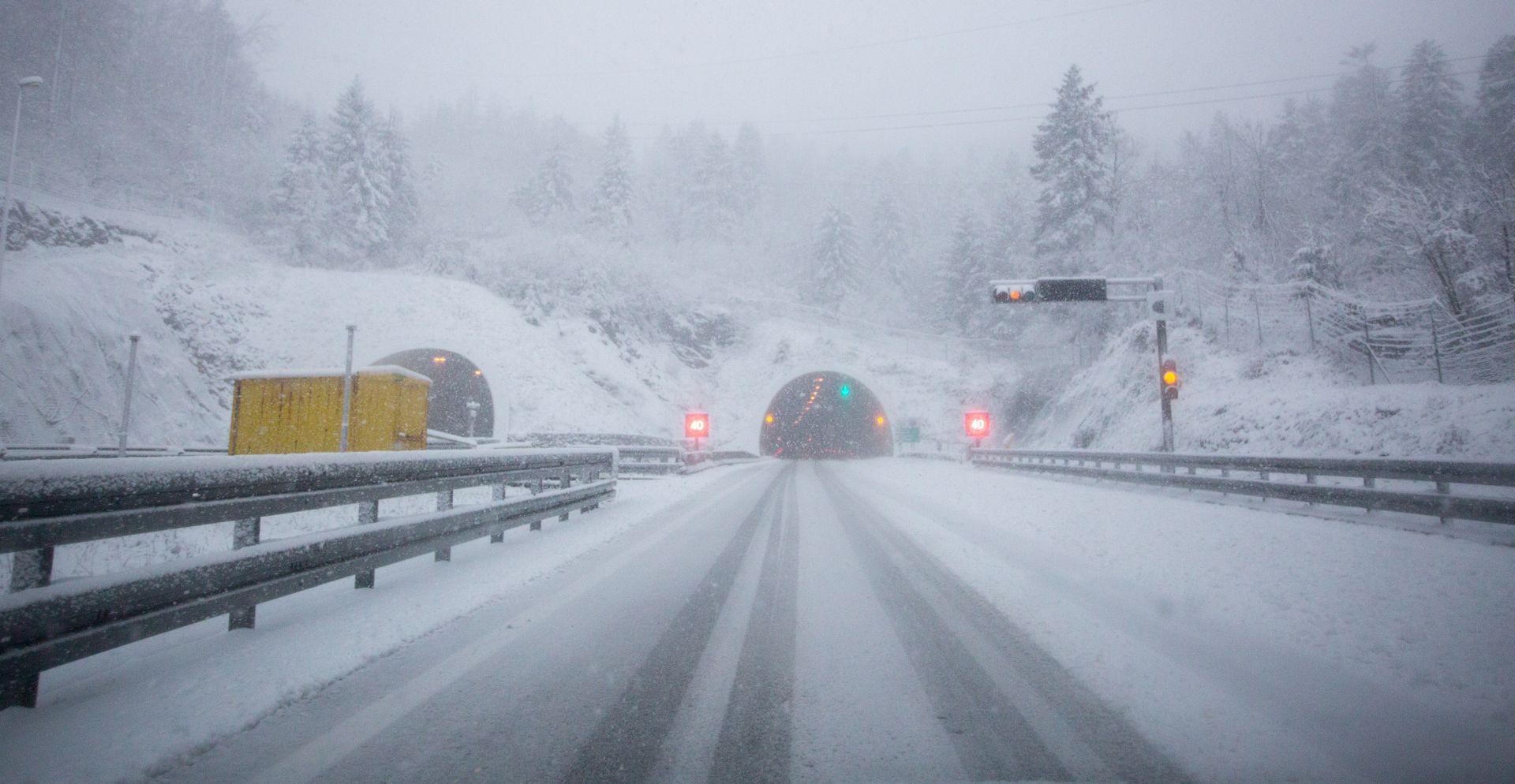 HAK Zimski uvjeti u Gorskom kotaru, usporen promet na A6 zbog prometne nesreće
