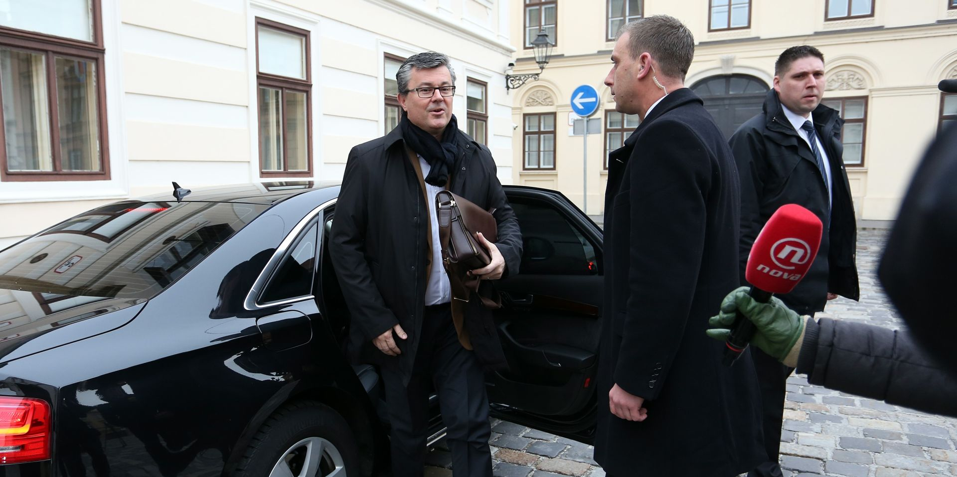 PRVI RADNI DAN TIHOMIRA OREŠKOVIĆA Radni sastanak s ministrima u Vladi, Lalovac predao dužnost Zdravku Mariću