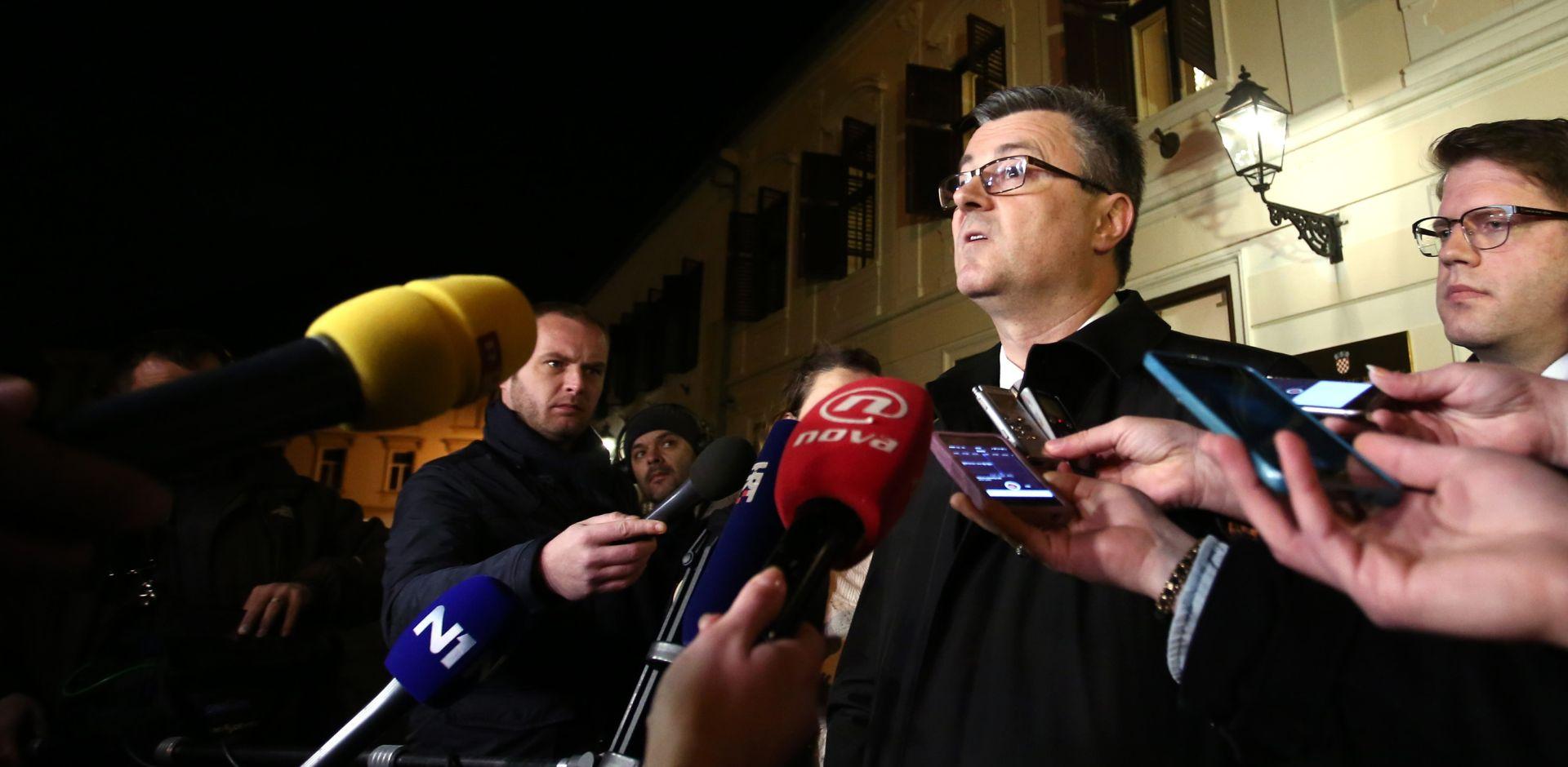 Premijer Tihomir Oreskovic ispred Vlade obratio se medijima te i sluzbeno potvrdio da je Mijo Crnoja podnio ostavku. Photo: Sanjin Strukic/PIXSELL