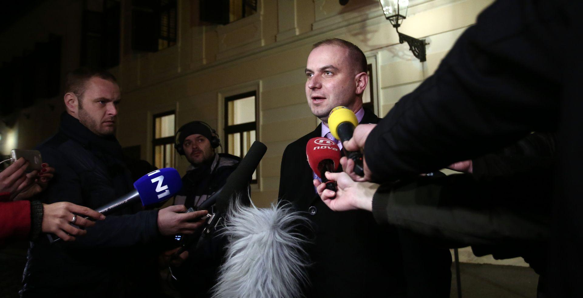 Miroslav Simic ispred Vlade obratio se medijima na temu ostavke Mije Crnoje. Photo: Sanjin Strukic/PIXSELL