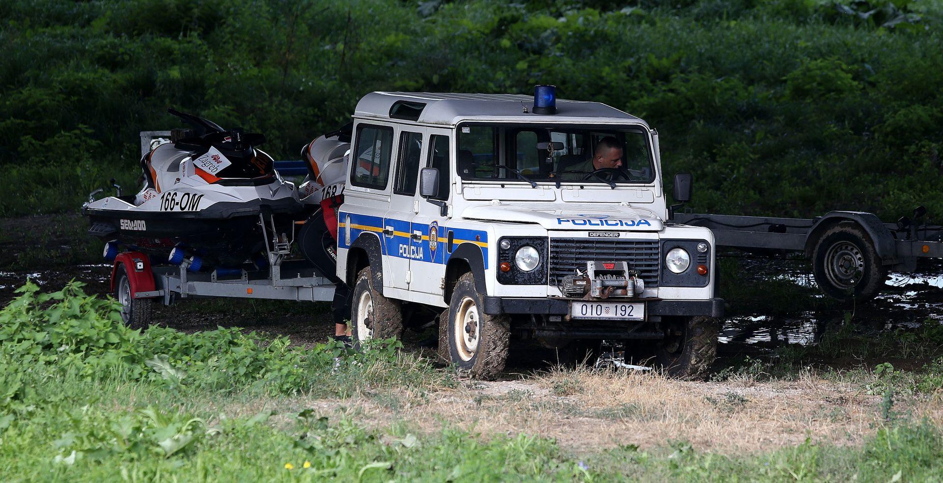 NA TERENU POLICIJA, VATROGASCI I HGSS Potraga za ženom nestalom na Savi