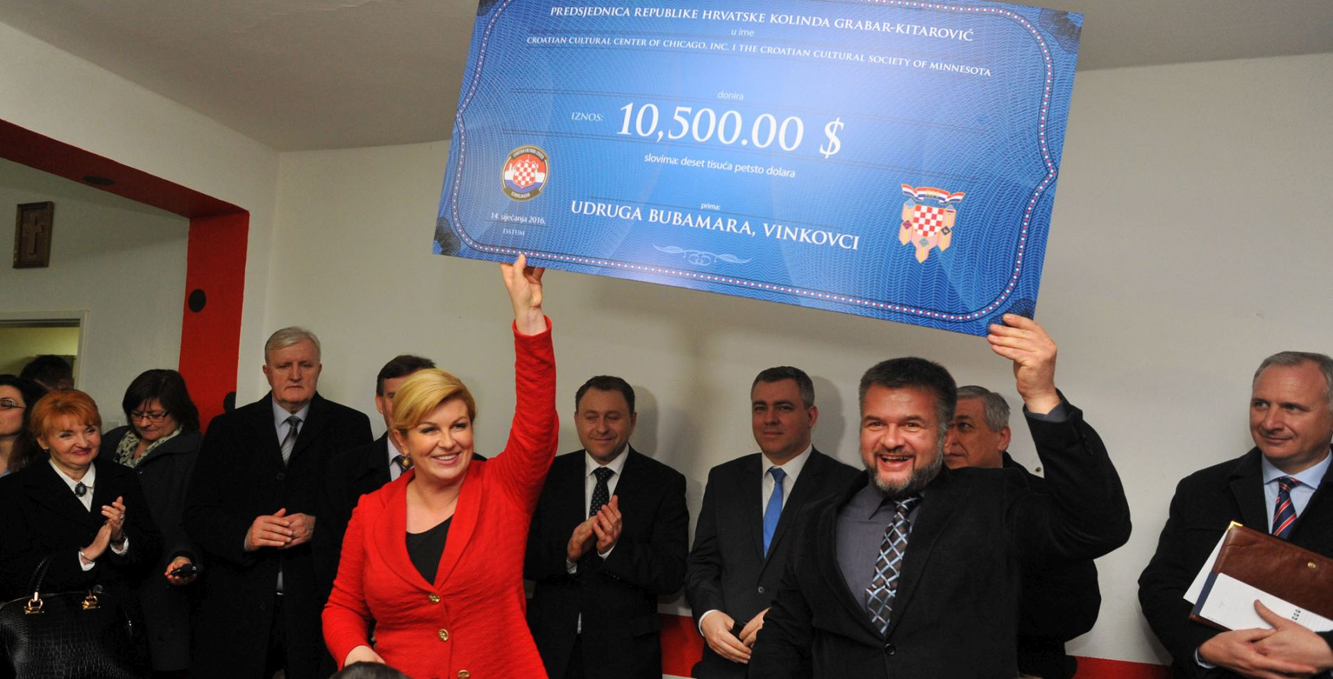 """Vinkovci: Predsjednica Kolinda Grabar-Kitarović posjetila udruge """"Bubamara"""" i """"8+"""""""