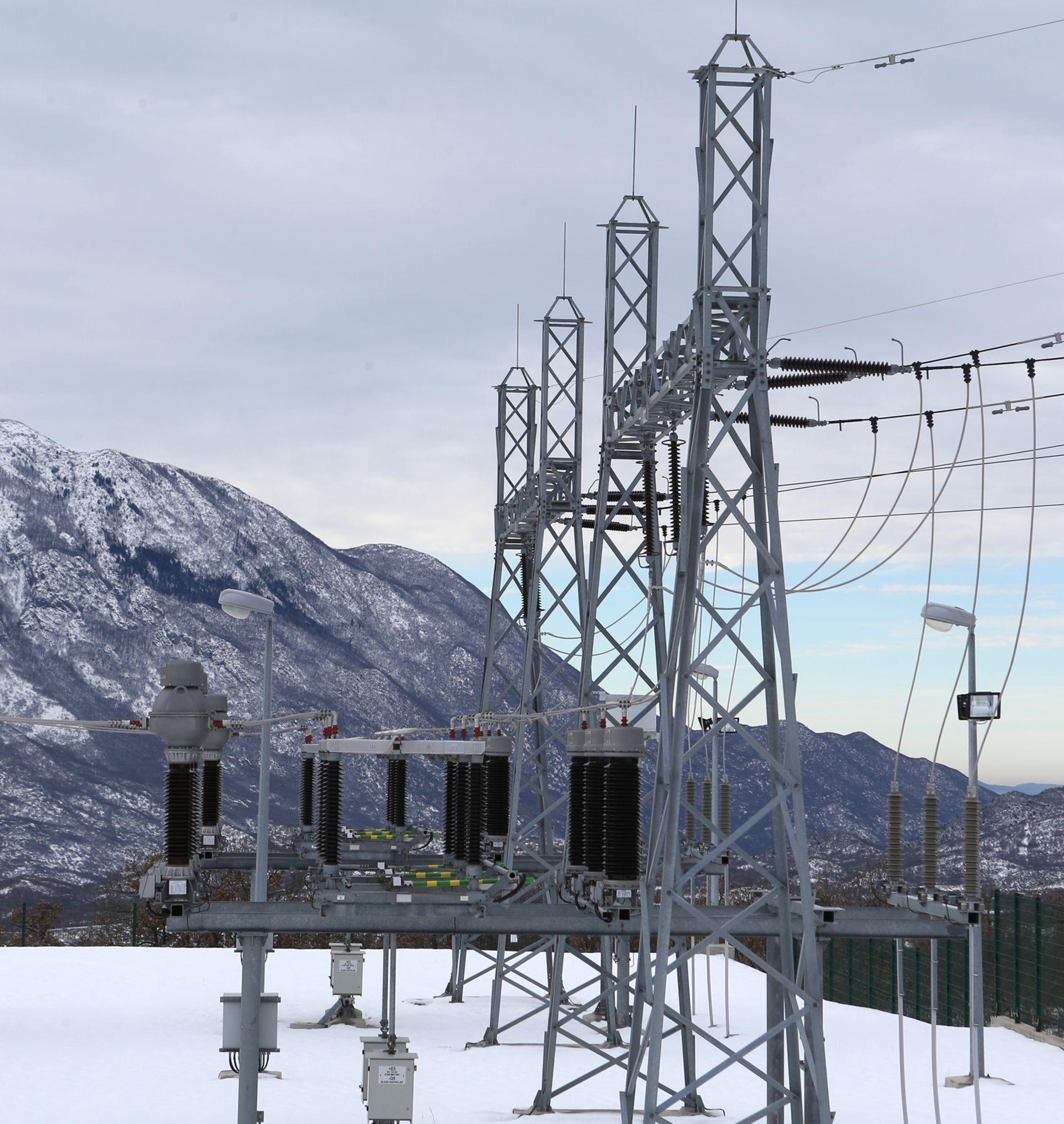 POPRAVAK U TIJEKU: Snježno nevrijeme prekinulo opskrbu strujom u široj okolici Siska i Velike Gorice