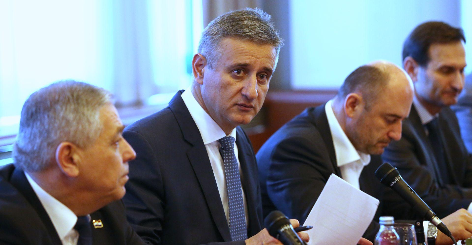 OGLASIO SE I HDZ:  Milanović nije uspio za četiri godine postići ono što je već učinio mandatar Orešković