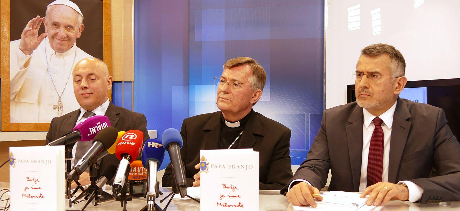 """SPLIT: Predstavljena knjiga pape Franje """"Božje je ime Milosrđe"""""""