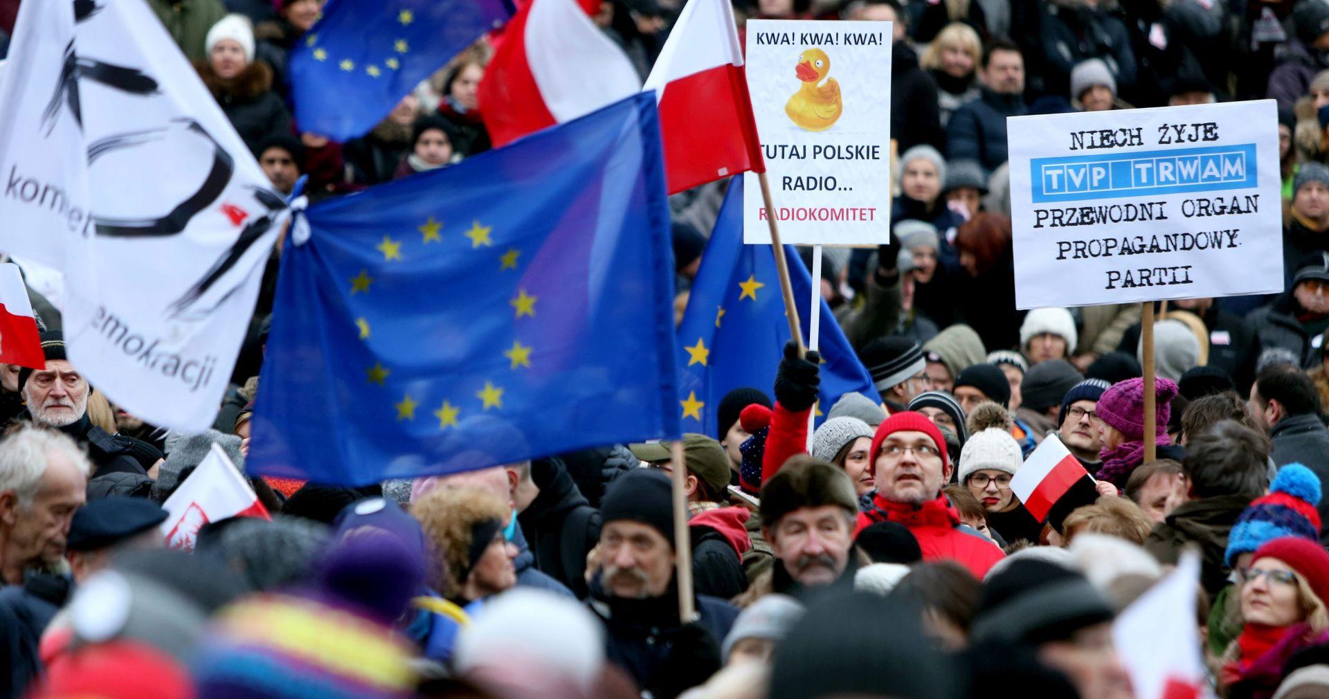 PROTIV ODLUKE VLADE: Tisuće Poljaka izišle na ulice u obranu javnih medija