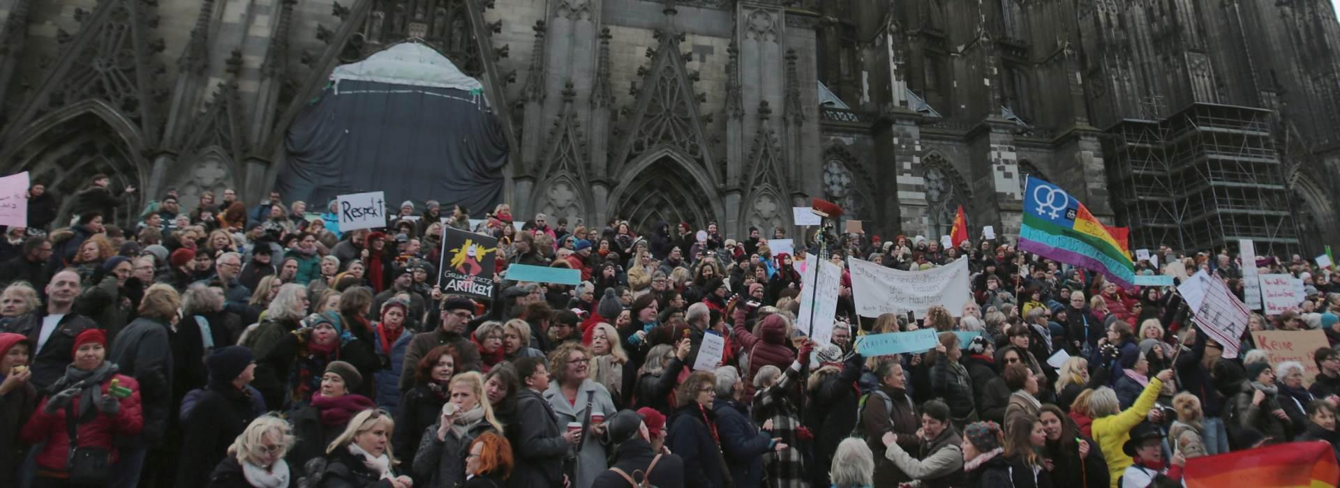 Stotine žena prosvjeduje protiv nasilja u Koelnu