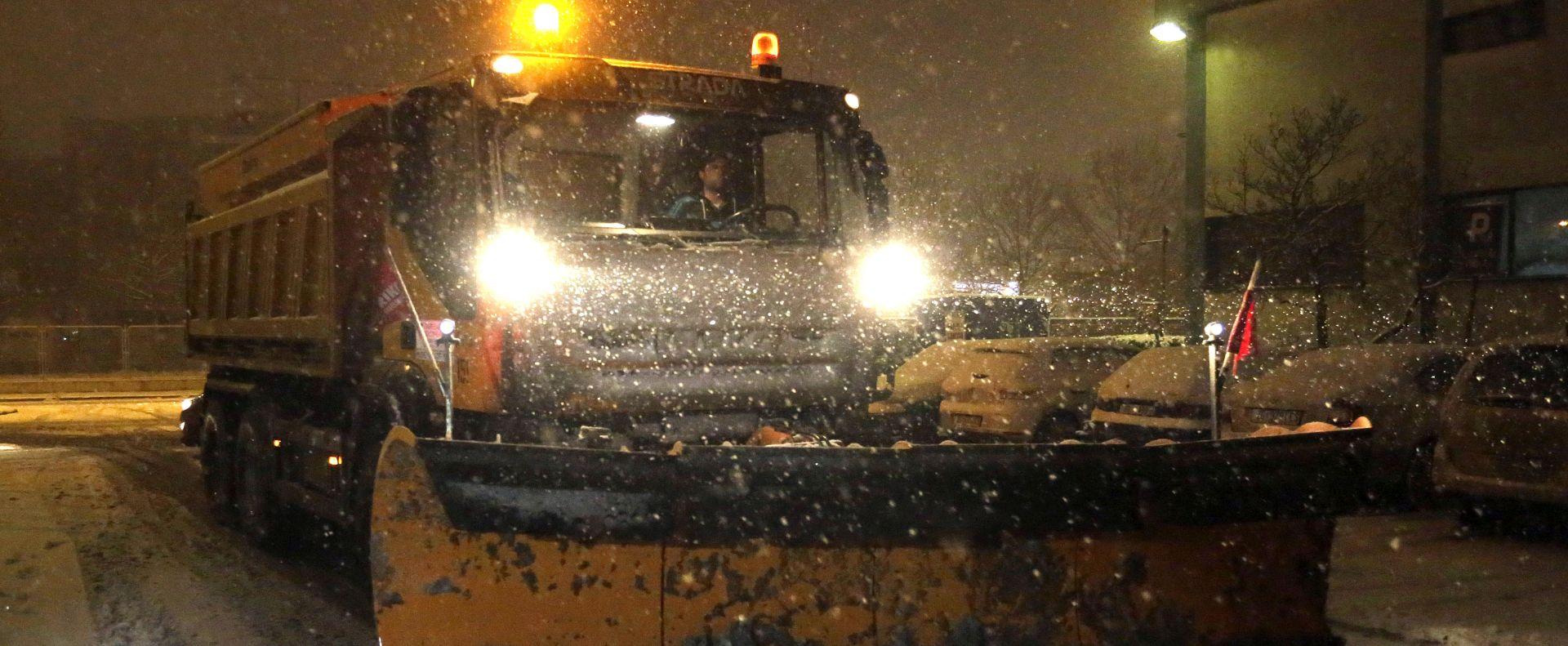 Zagreb šalje Delnicama frezu za čišćenje snijega