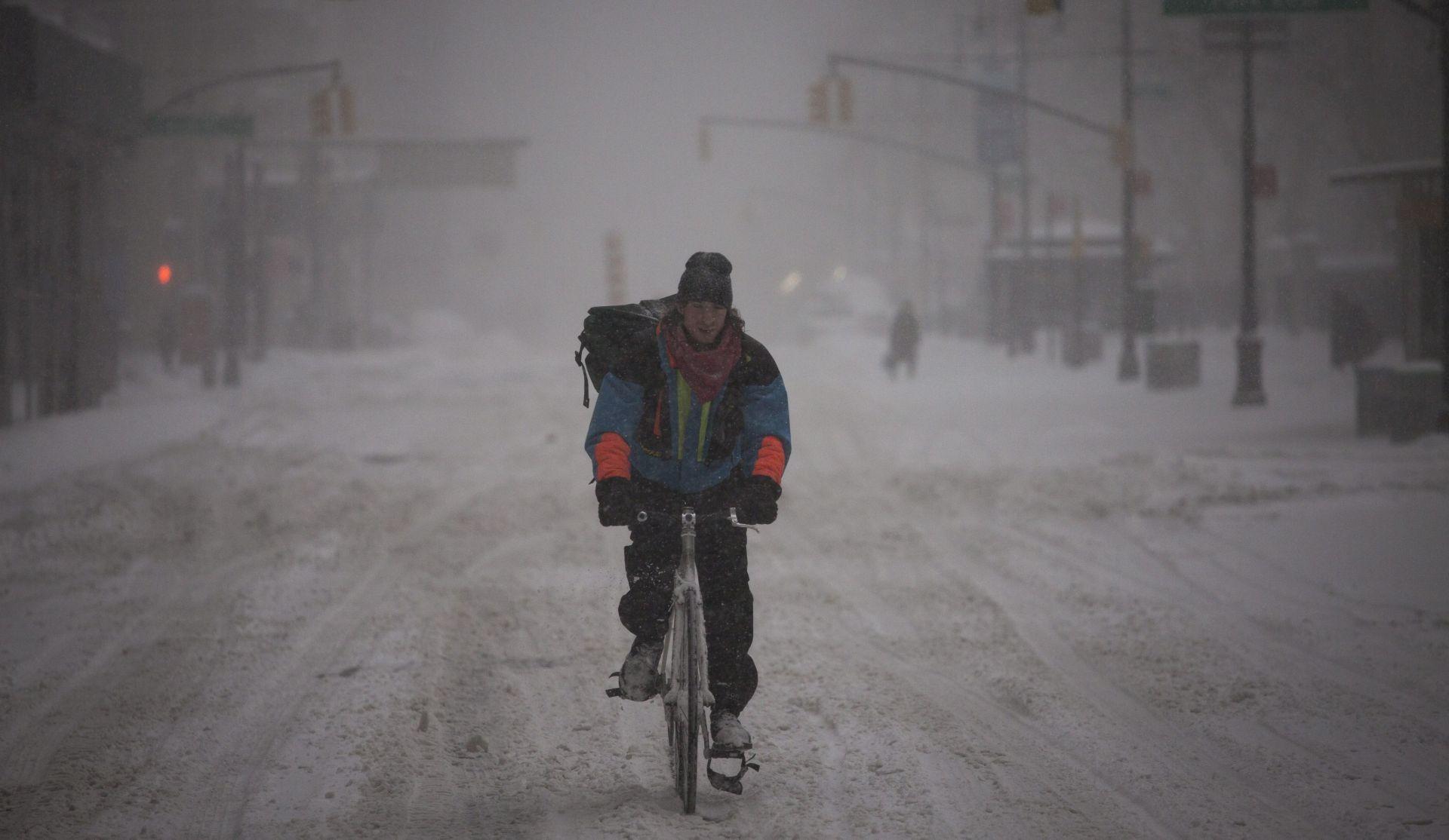SNOWZILLA: SAD zatrpan u rijetko viđenoj snježnoj mećavi
