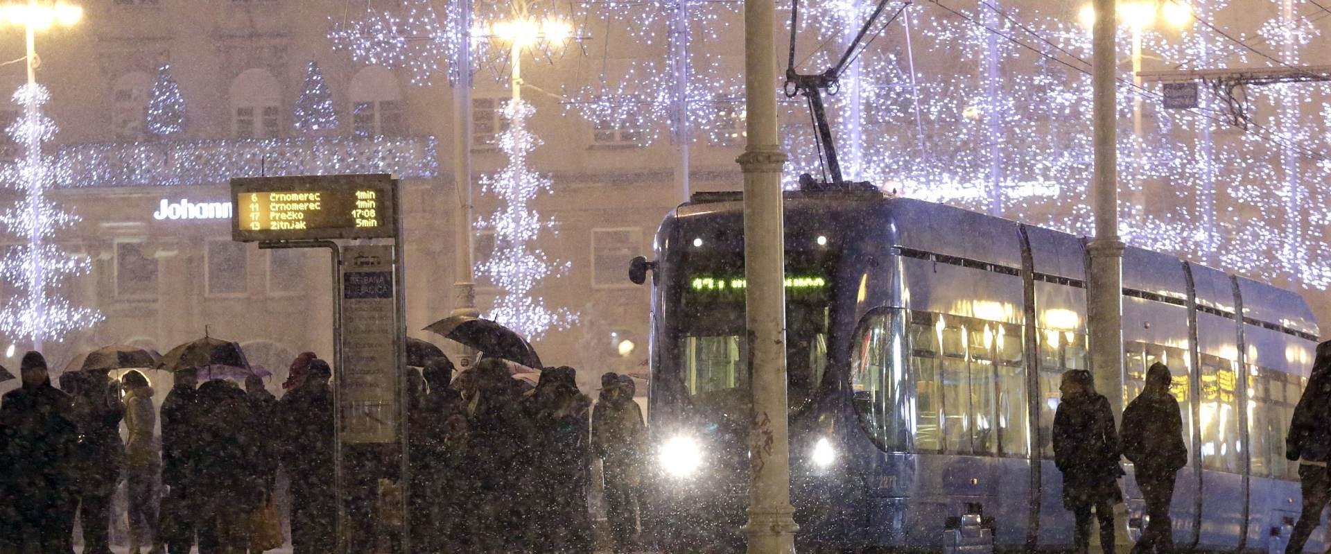 Zagreb: Snijeg otežava odvijanje gradskog autobusnog prometa
