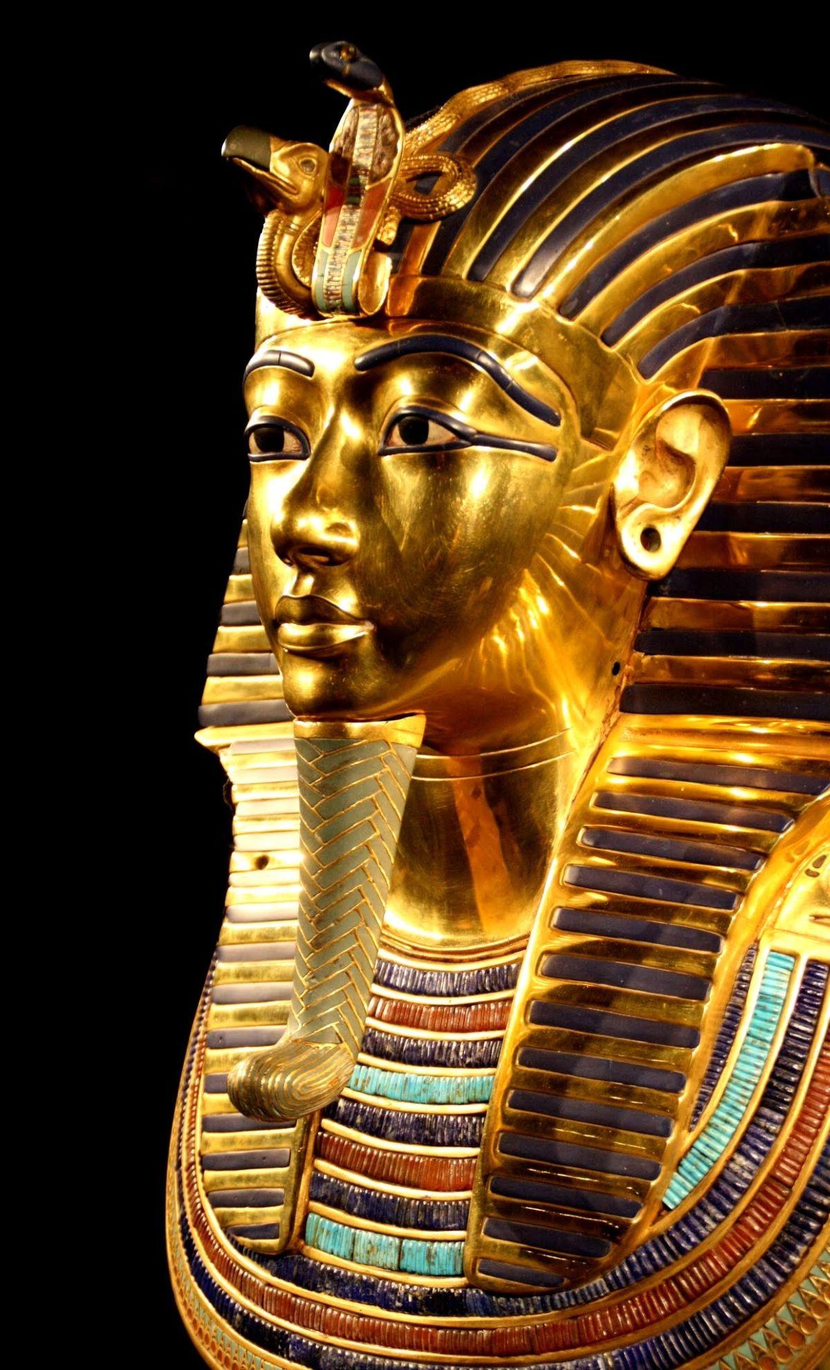 OŠTEĆENA LEGENDARNA MASKA TUTANKAMONA Osam zaposlenika muzeja u Kairu na sudu zbog nemara