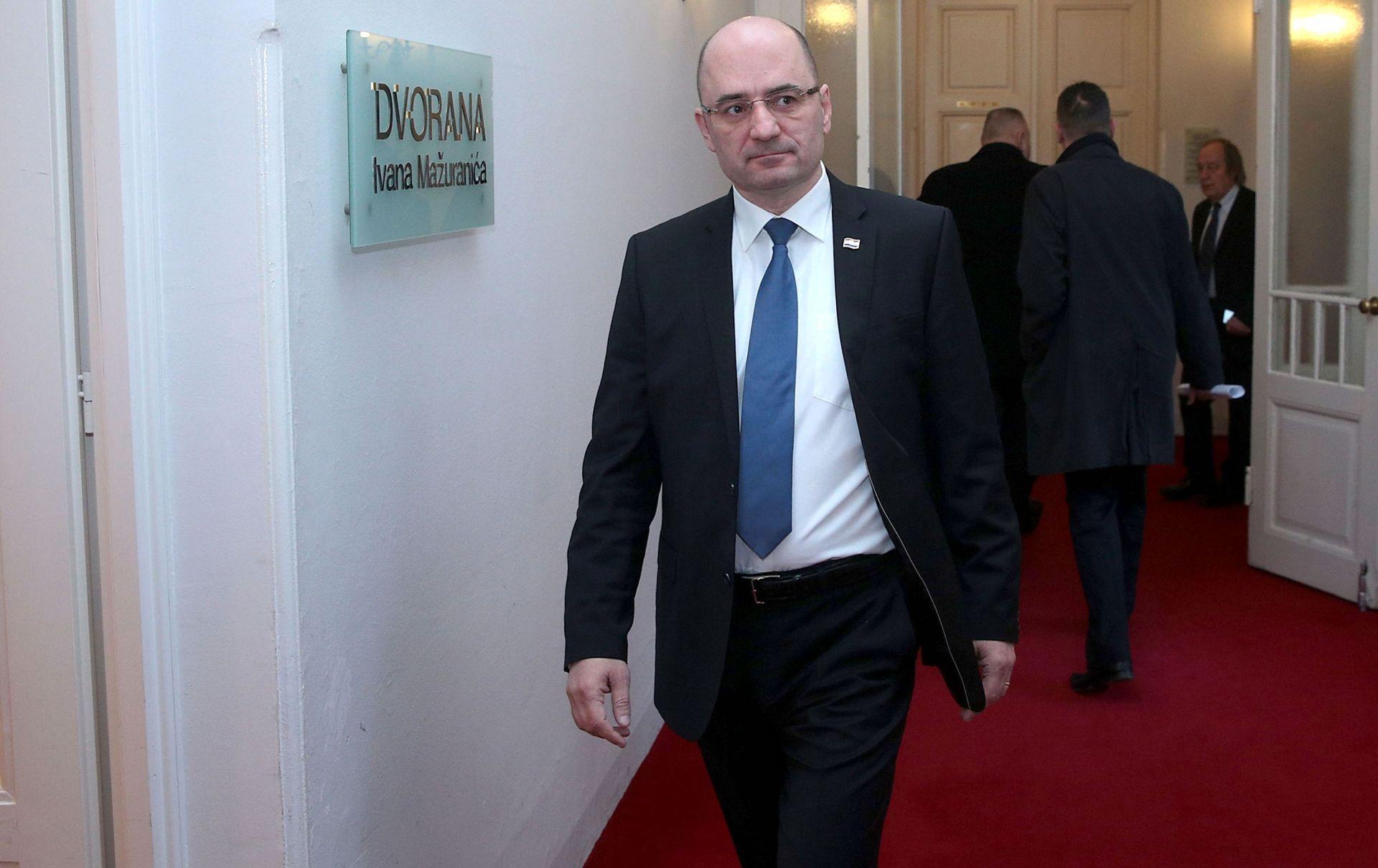 PRIVREMENI ODLAZAK BRKIĆA IZ SABORA: Na sastanku u HDZ-u predložena tri kandidata za ministra branitelja