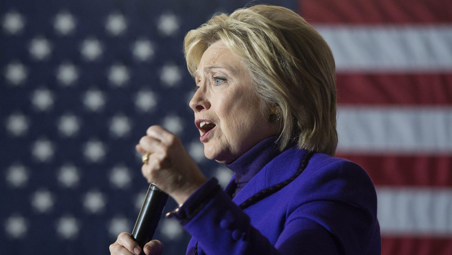 Clinton pozlilo na komemoraciji za žrtve 11. rujna, kasnije poručila da se 'osjeća sjajno'