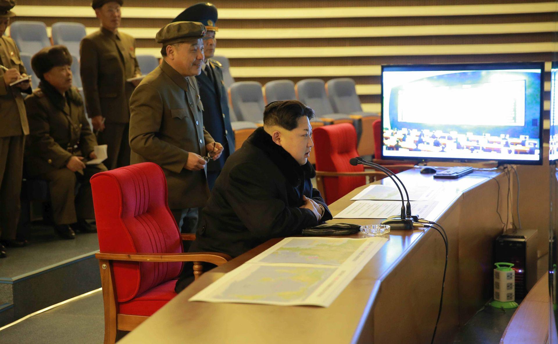 Sjeverna Koreja lansirala raketu, kaže da će nastaviti unatoč međunarodnim osudama