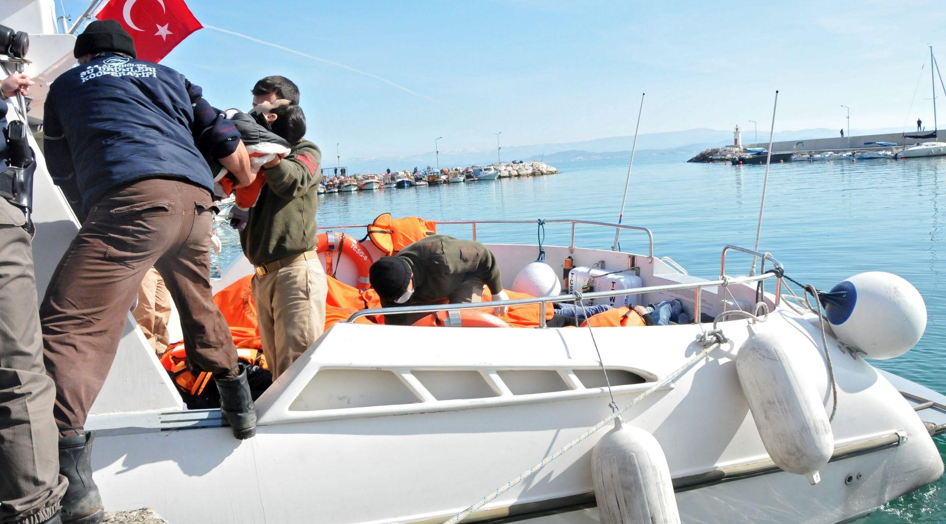 NOVA NESREĆA U TURSKOJ U prevrtanju broda utopilo se najmanje 24 migranata