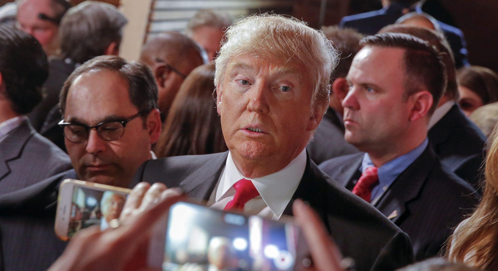 """PROMPTNI ODGOVOR KONTROVERZNOG TRUMPA PAPI """"Još će se on moliti da sam ja predsjednik"""""""