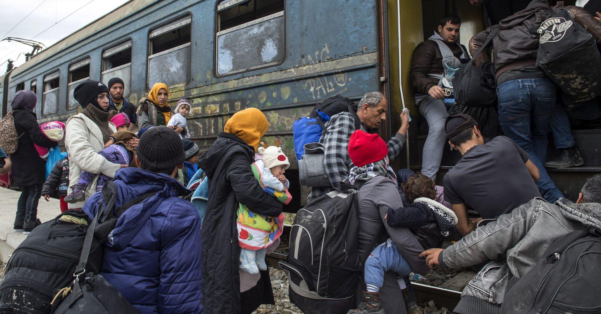 TISUĆE LJUDI ZAROBLJENO U GRČKOJ Makedonija zatvorila svoje granice Afganistancima