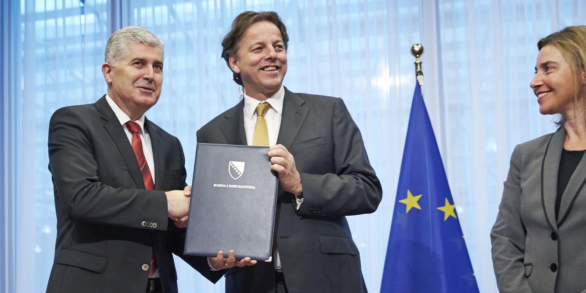 Predsjednik predsjedništva BiH predao zahtjev za članstvo u EU